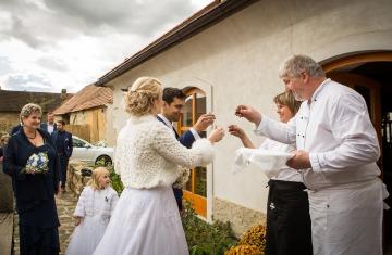 svatba Praha Celakovice svatebni fotograf-365
