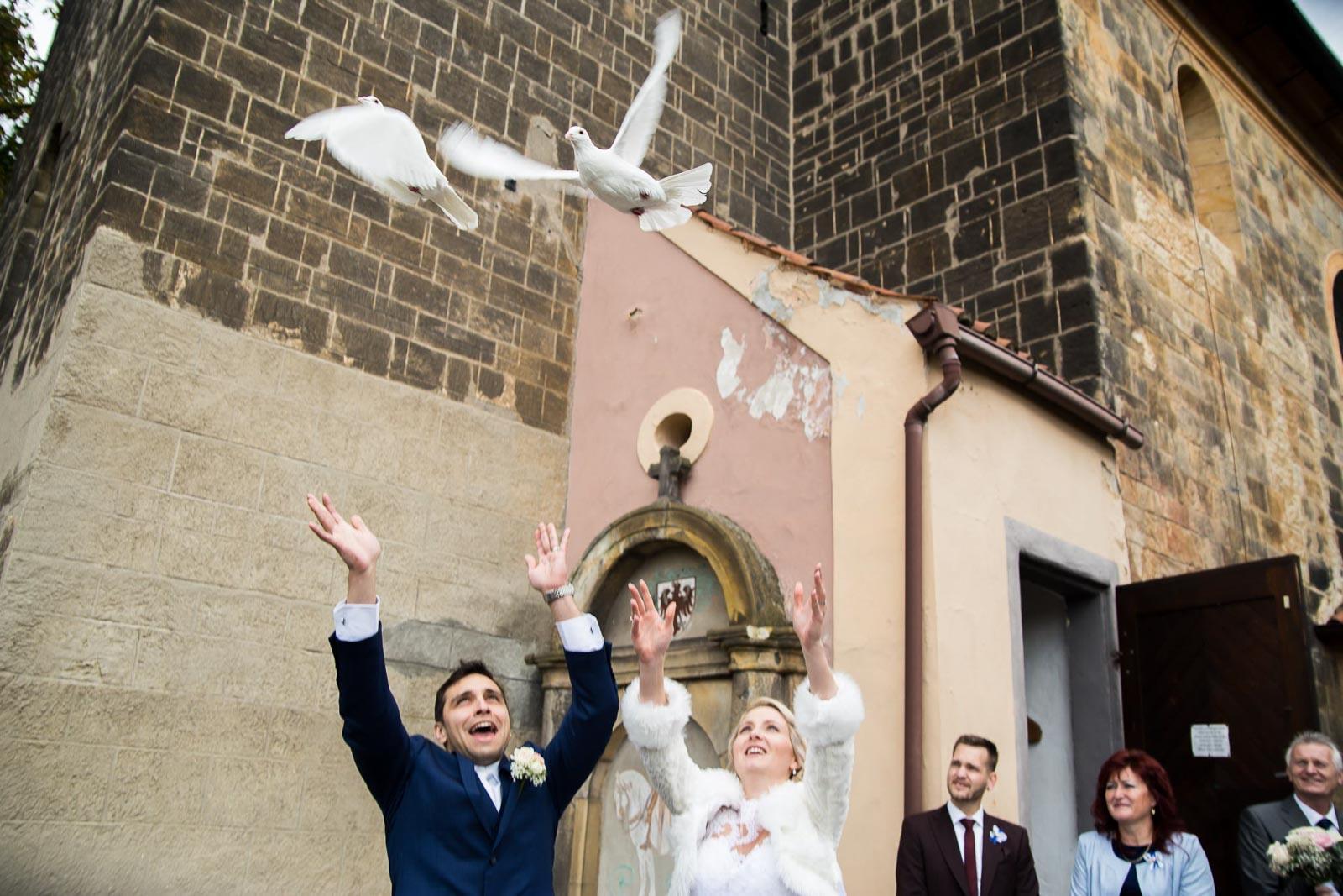 svatba Praha Celakovice svatebni fotograf-303