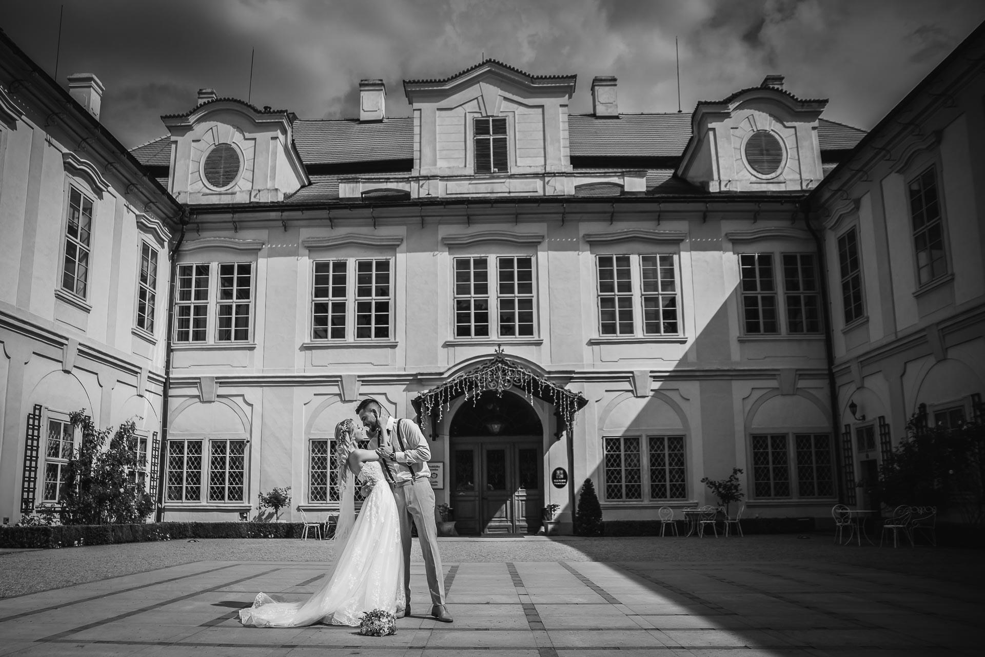 svatební-fotograf-zámek-Loučeň-svatební-video-zámek-Loučeň-2-2