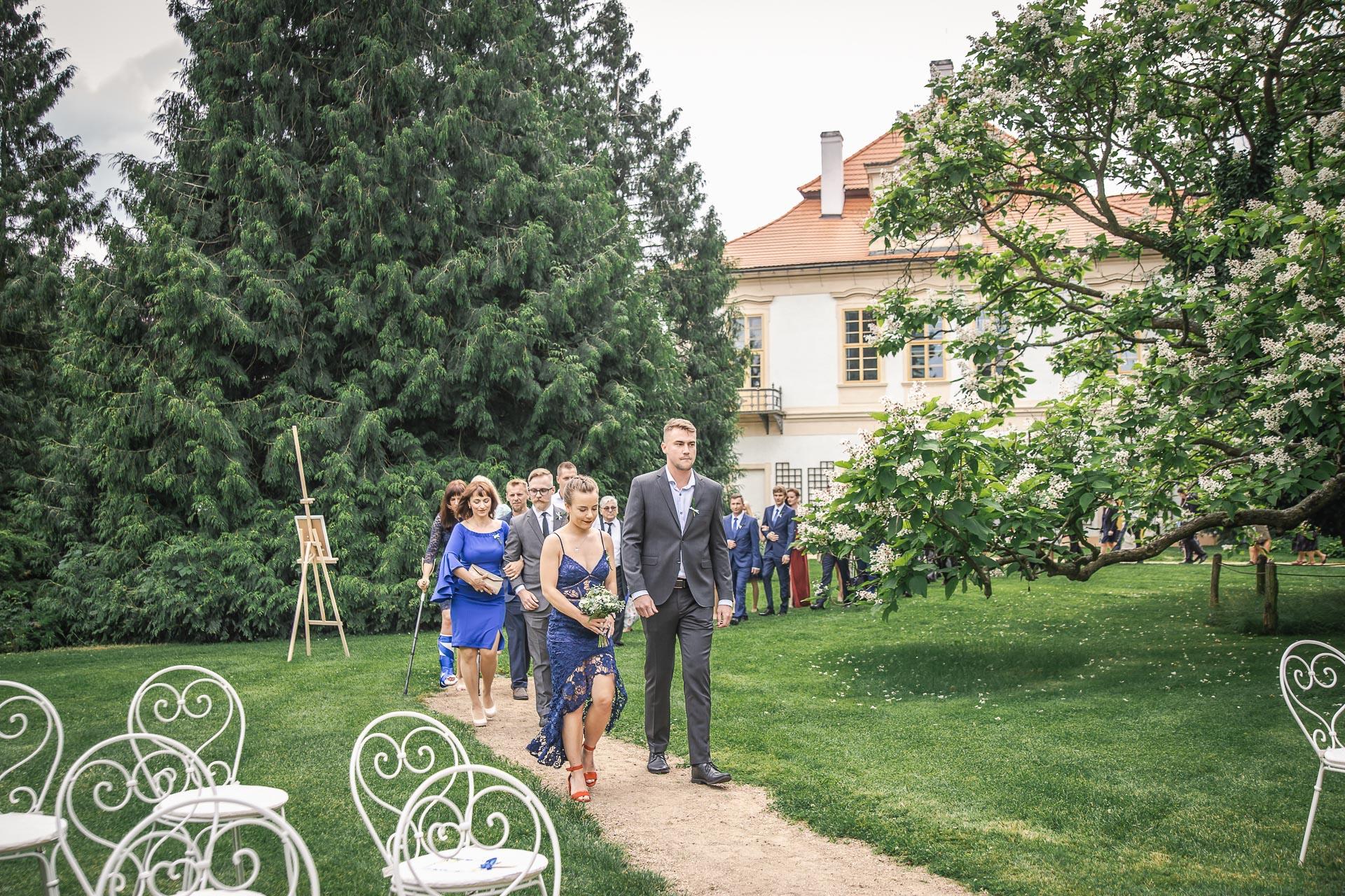 svatební-fotograf-zámek-Loučeň-svatební-video-zámek-Loučeň-3573