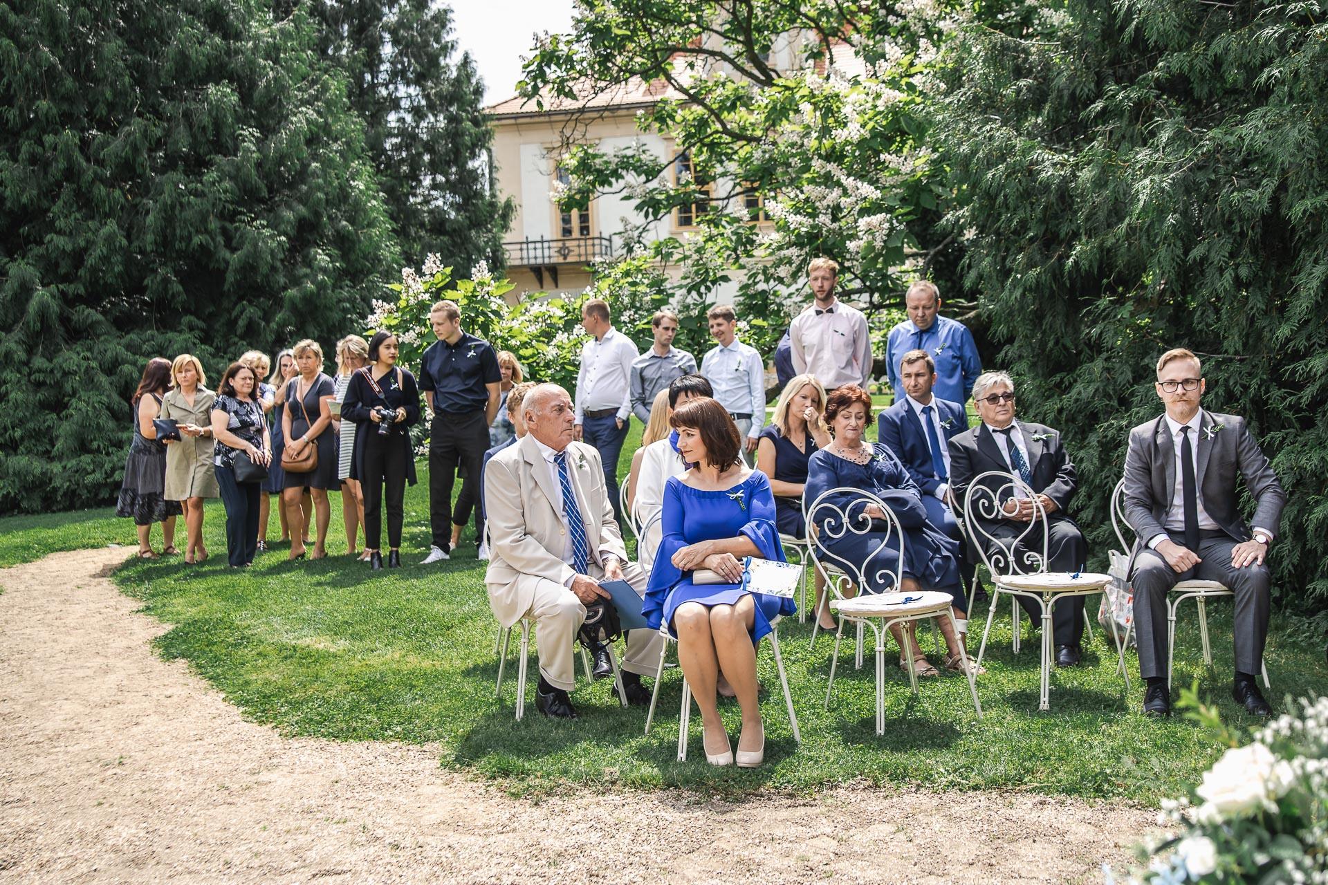 svatební-fotograf-zámek-Loučeň-svatební-video-zámek-Loučeň-3582