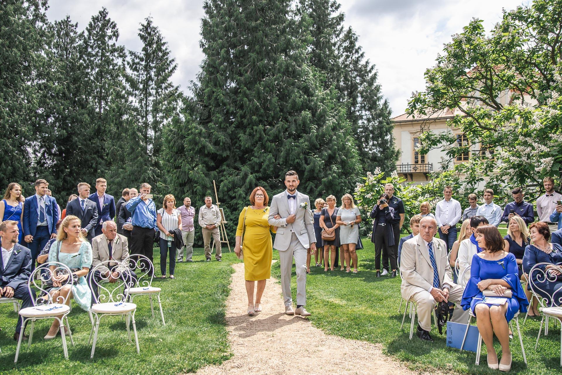 svatební-fotograf-zámek-Loučeň-svatební-video-zámek-Loučeň-3587
