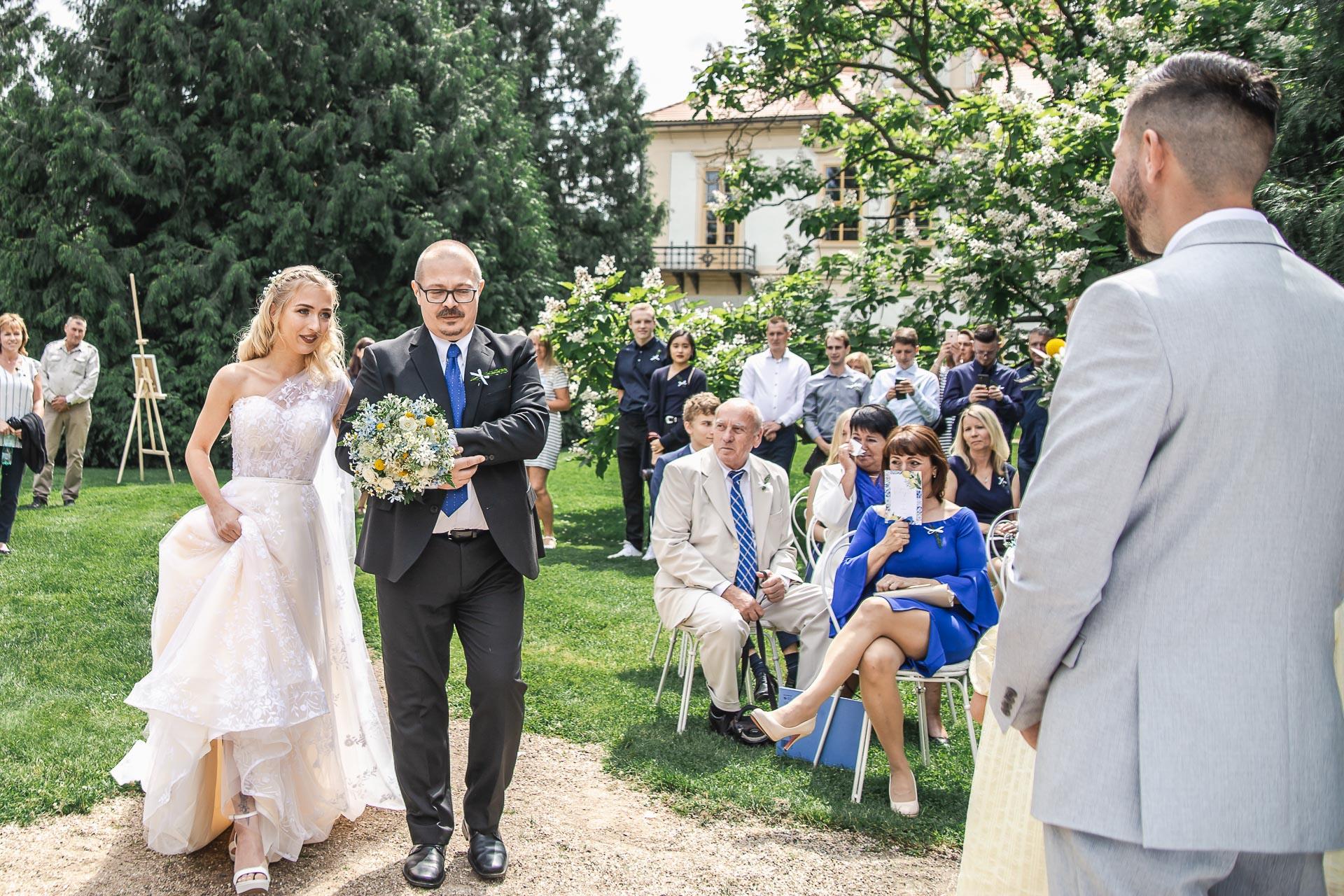 svatební-fotograf-zámek-Loučeň-svatební-video-zámek-Loučeň-3610