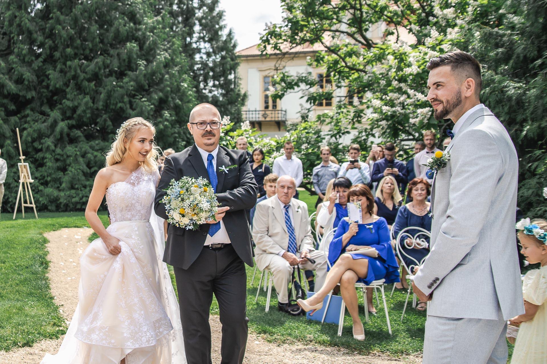 svatební-fotograf-zámek-Loučeň-svatební-video-zámek-Loučeň-3611