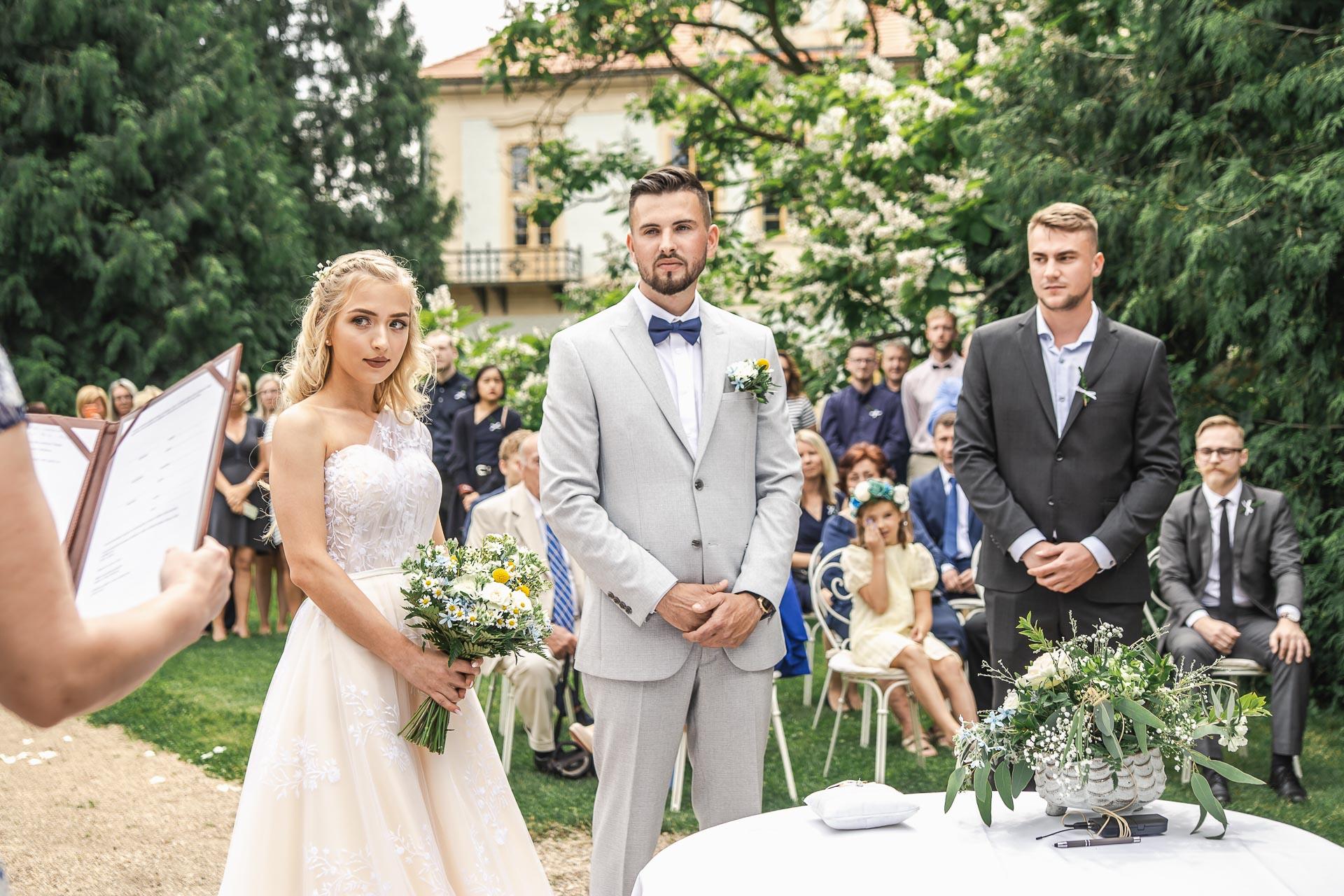 svatební-fotograf-zámek-Loučeň-svatební-video-zámek-Loučeň-3620