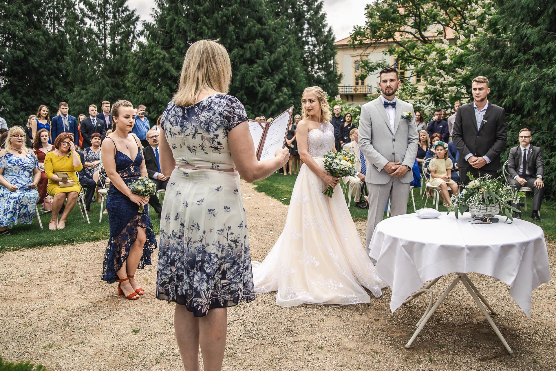 svatební-fotograf-zámek-Loučeň-svatební-video-zámek-Loučeň-3621