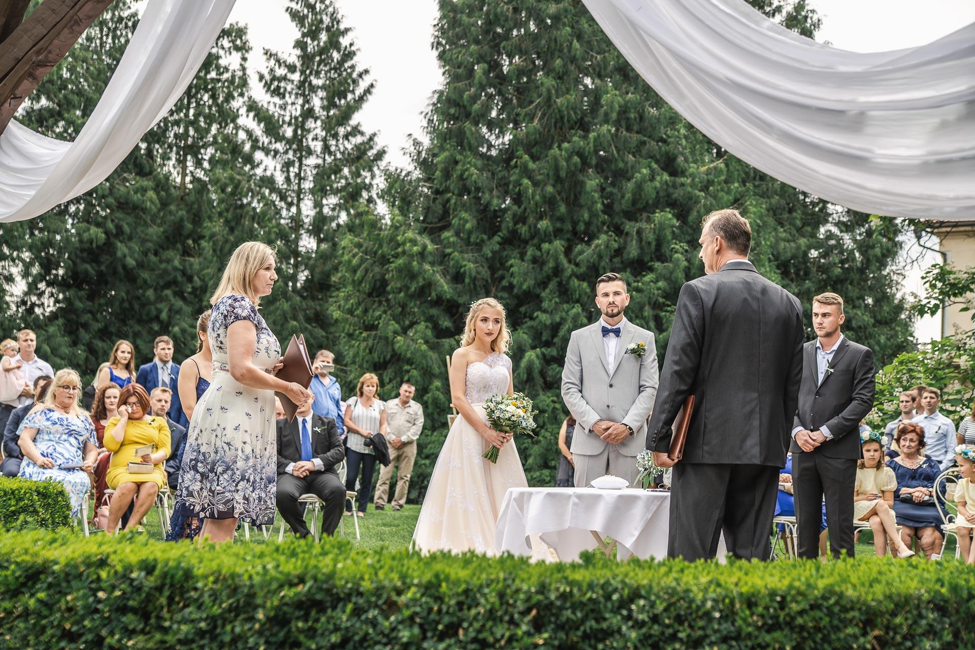 svatební-fotograf-zámek-Loučeň-svatební-video-zámek-Loučeň-3632