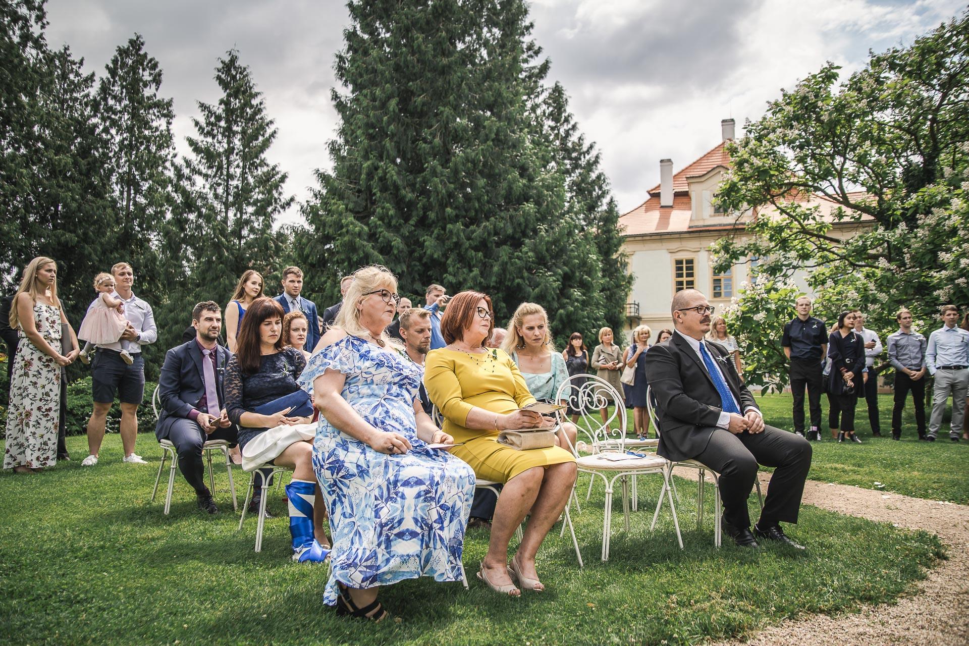 svatební-fotograf-zámek-Loučeň-svatební-video-zámek-Loučeň-3638