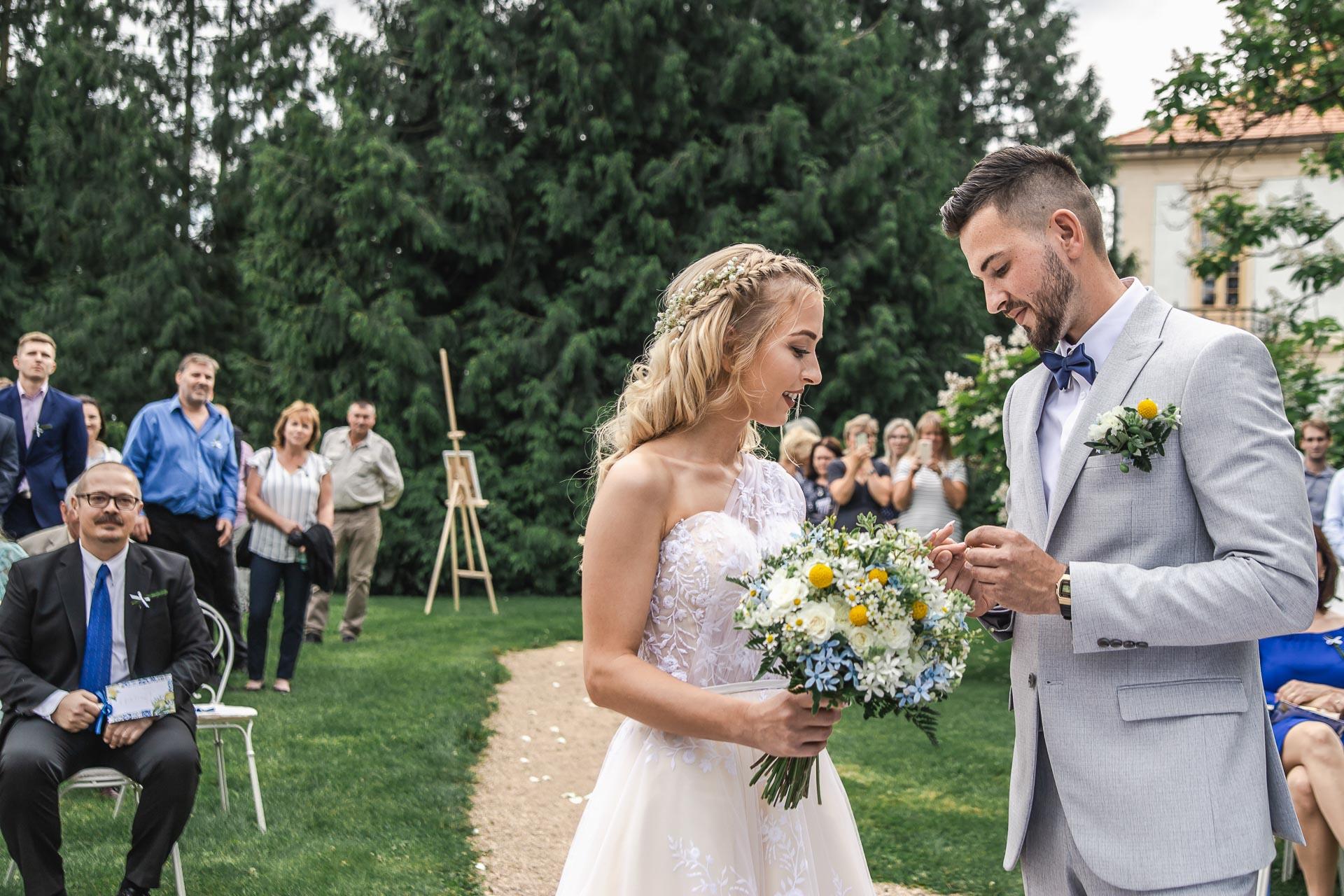 svatební-fotograf-zámek-Loučeň-svatební-video-zámek-Loučeň-3652