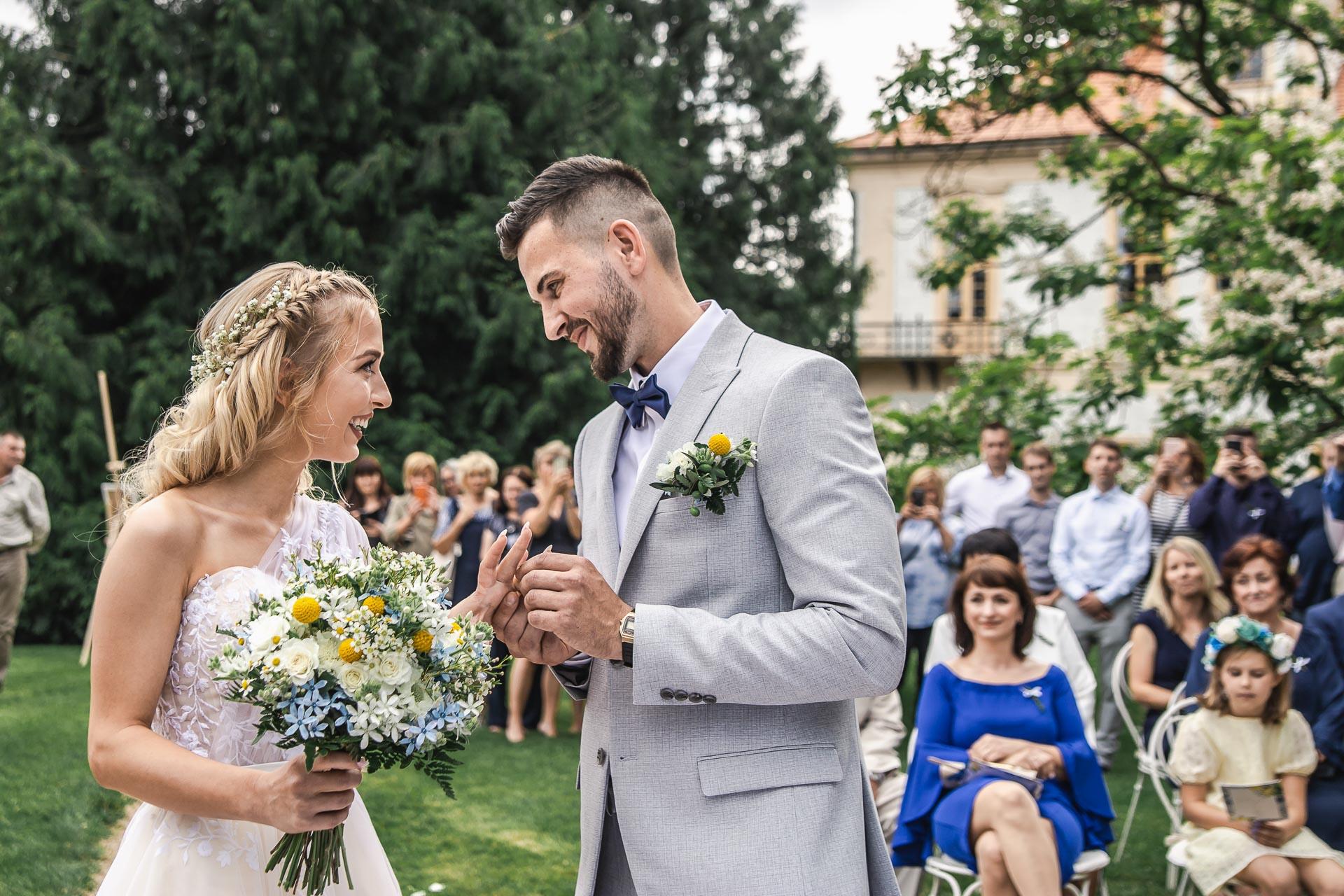 svatební-fotograf-zámek-Loučeň-svatební-video-zámek-Loučeň-3656