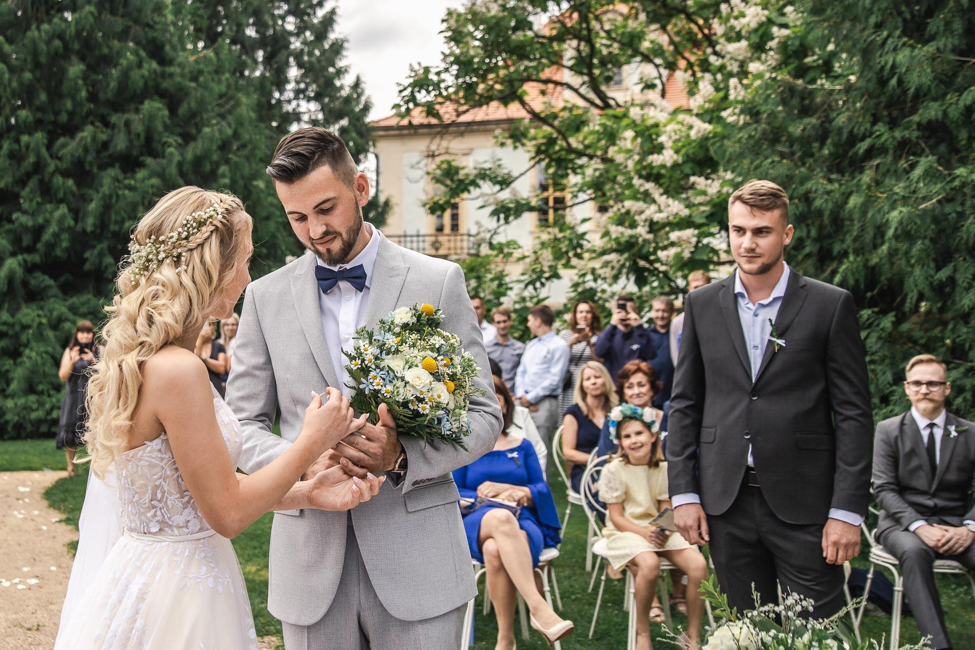 svatební-fotograf-zámek-Loučeň-svatební-video-zámek-Loučeň-3661