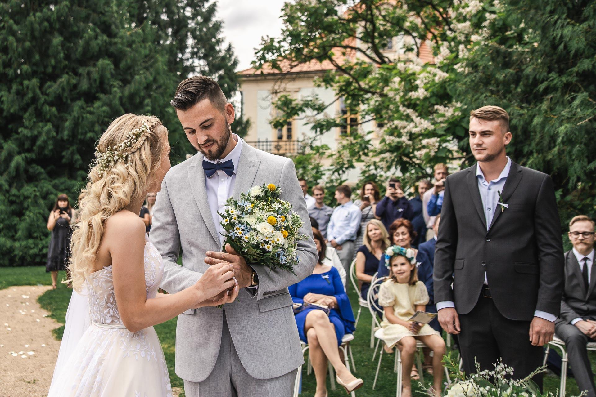 svatební-fotograf-zámek-Loučeň-svatební-video-zámek-Loučeň-3662