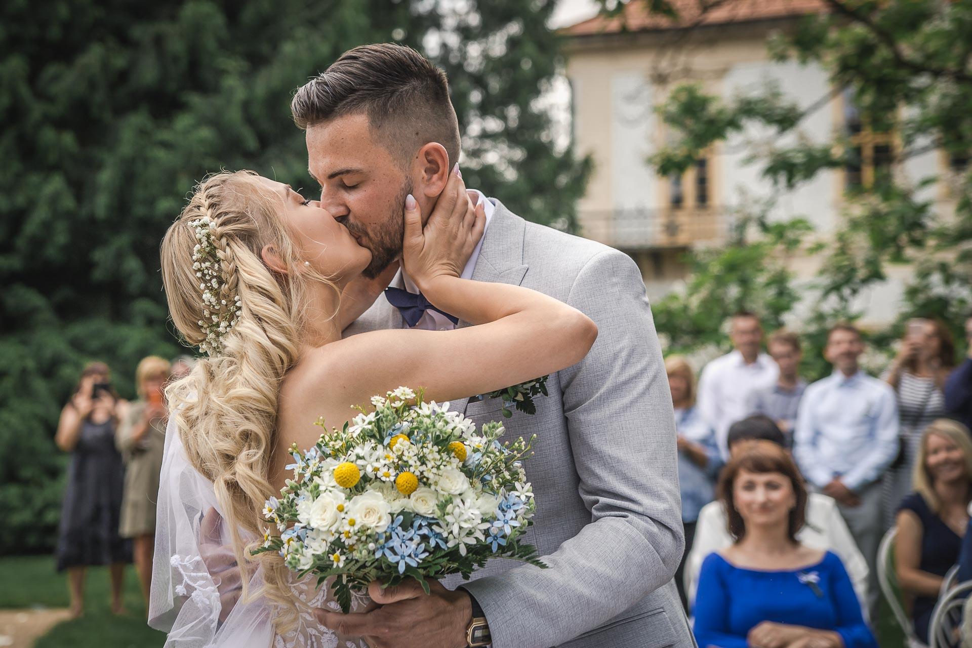 svatební-fotograf-zámek-Loučeň-svatební-video-zámek-Loučeň-3665