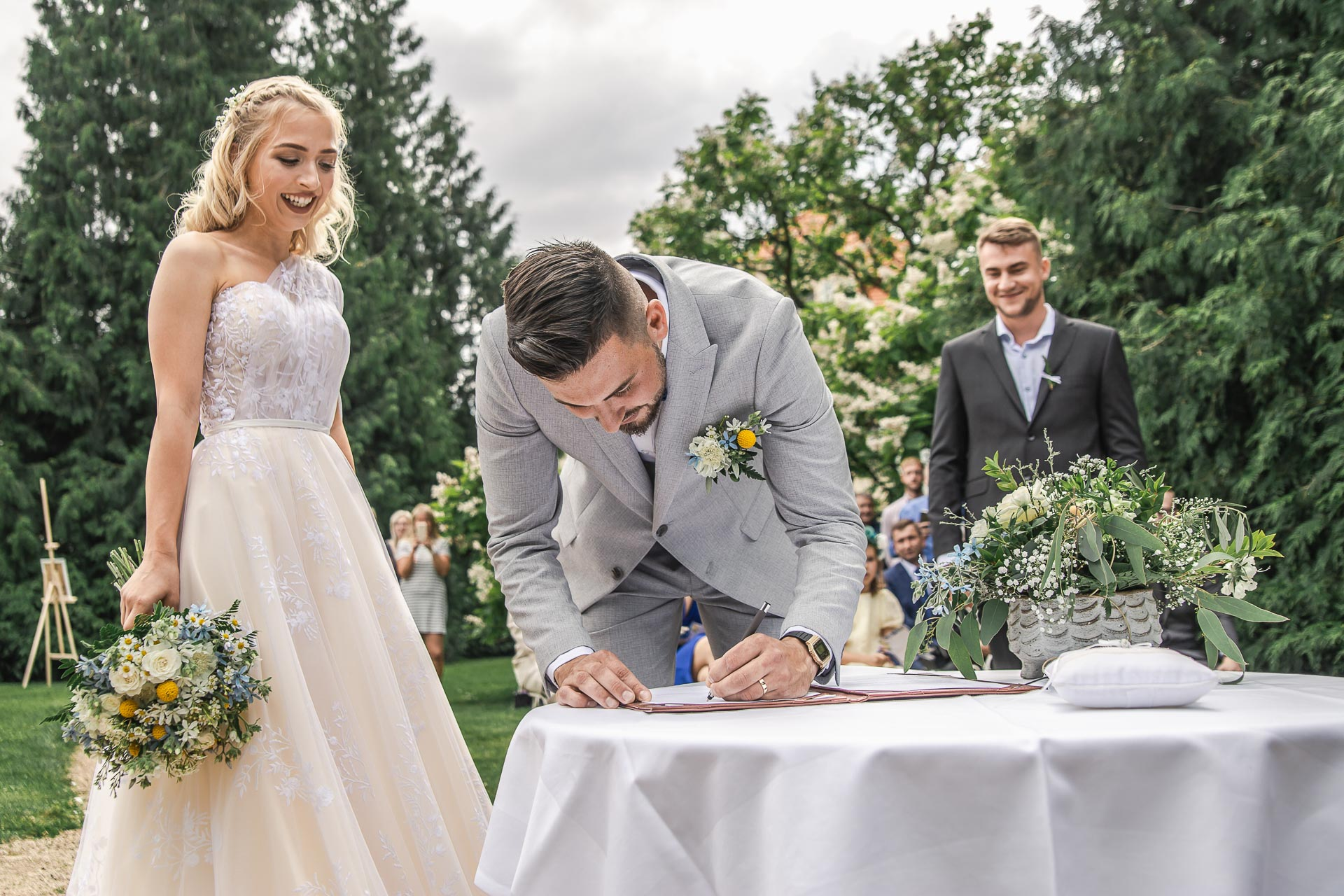 svatební-fotograf-zámek-Loučeň-svatební-video-zámek-Loučeň-3674
