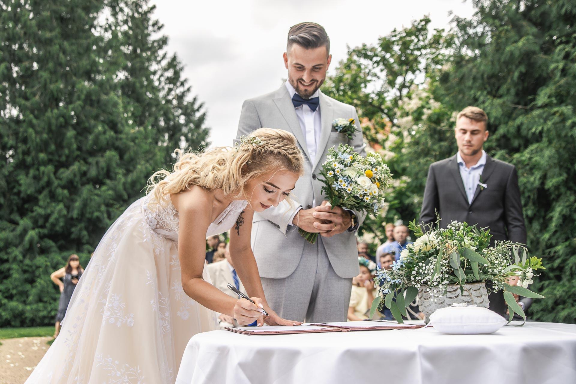svatební-fotograf-zámek-Loučeň-svatební-video-zámek-Loučeň-3679