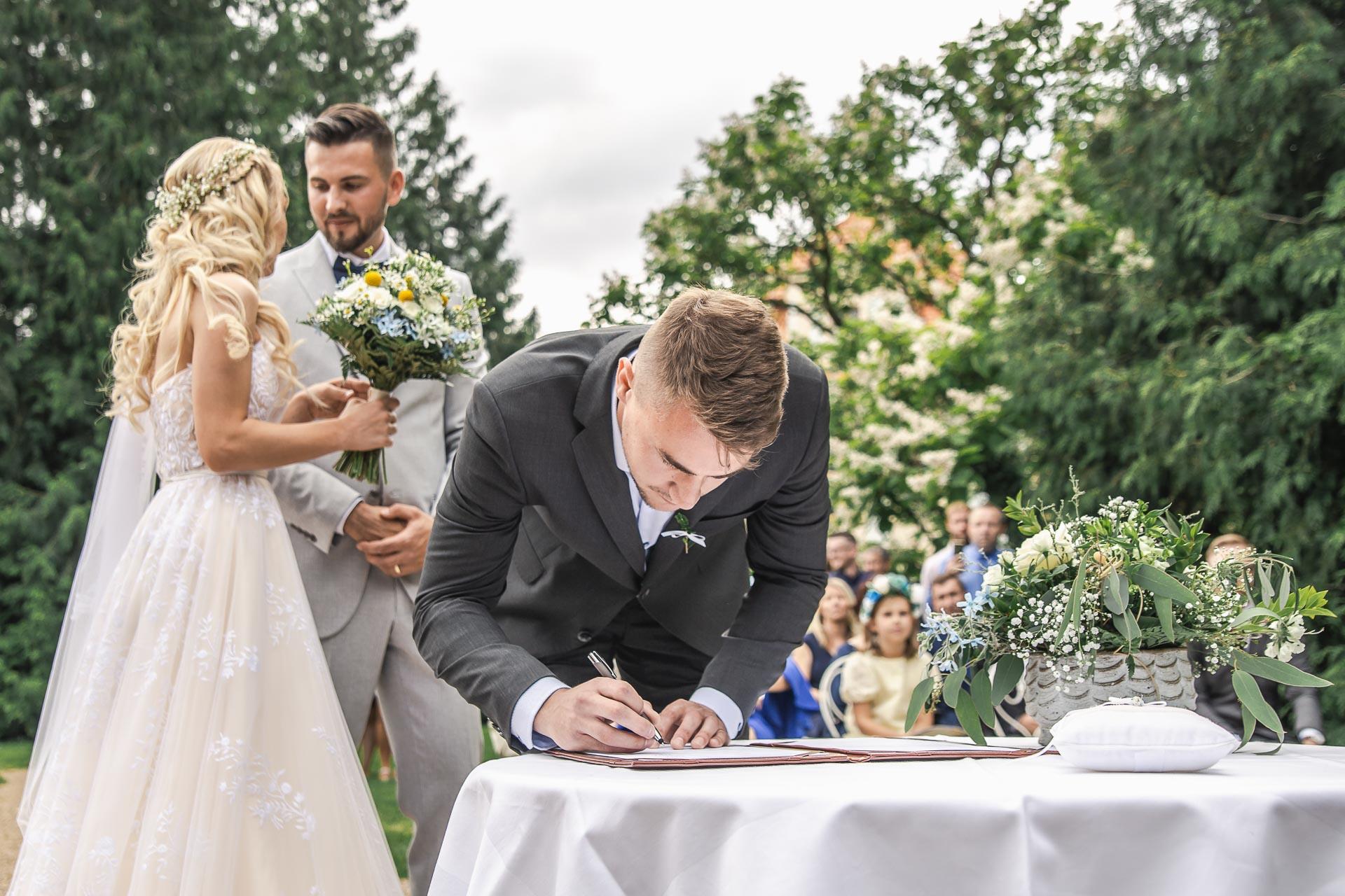 svatební-fotograf-zámek-Loučeň-svatební-video-zámek-Loučeň-3680