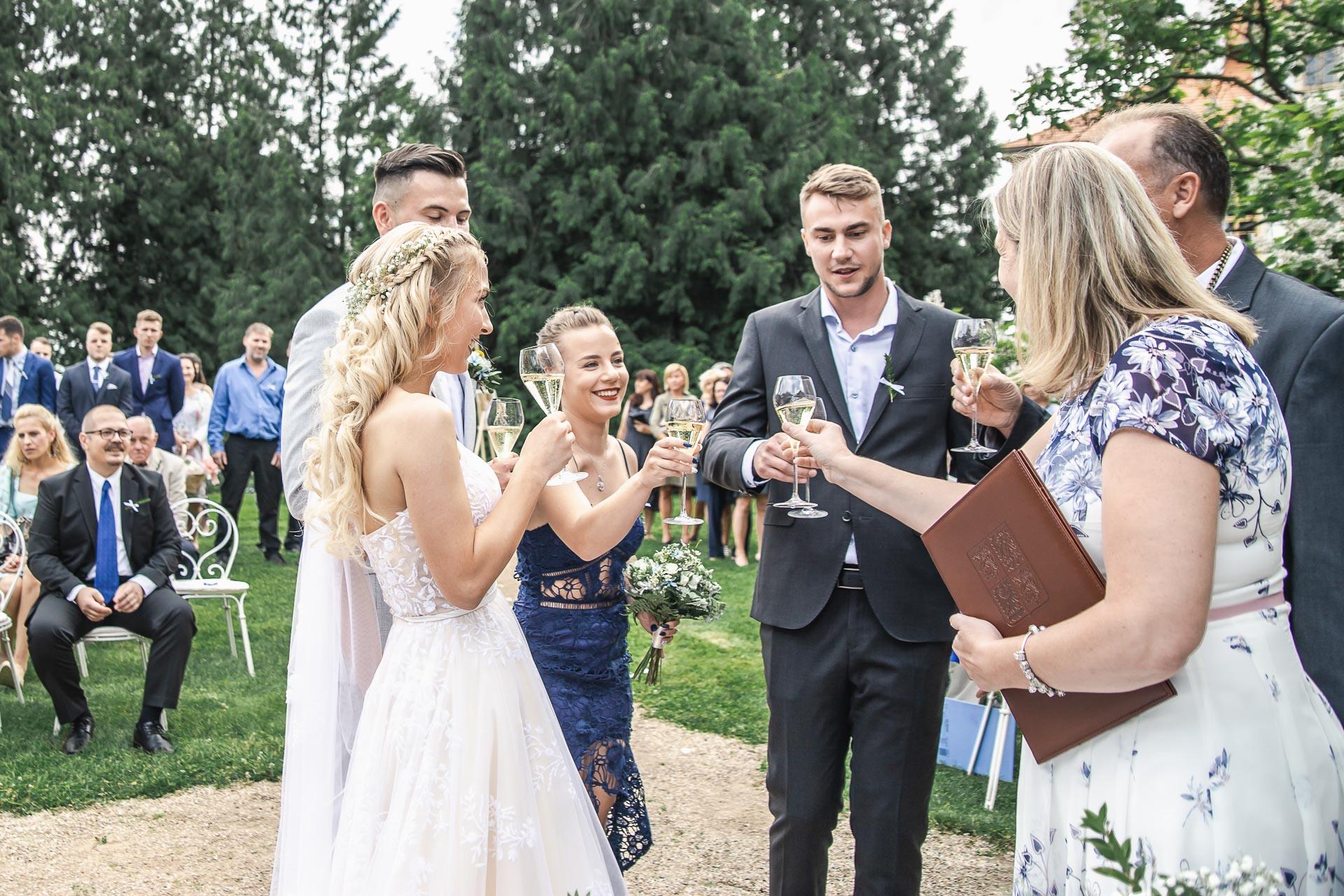 svatební-fotograf-zámek-Loučeň-svatební-video-zámek-Loučeň-3695