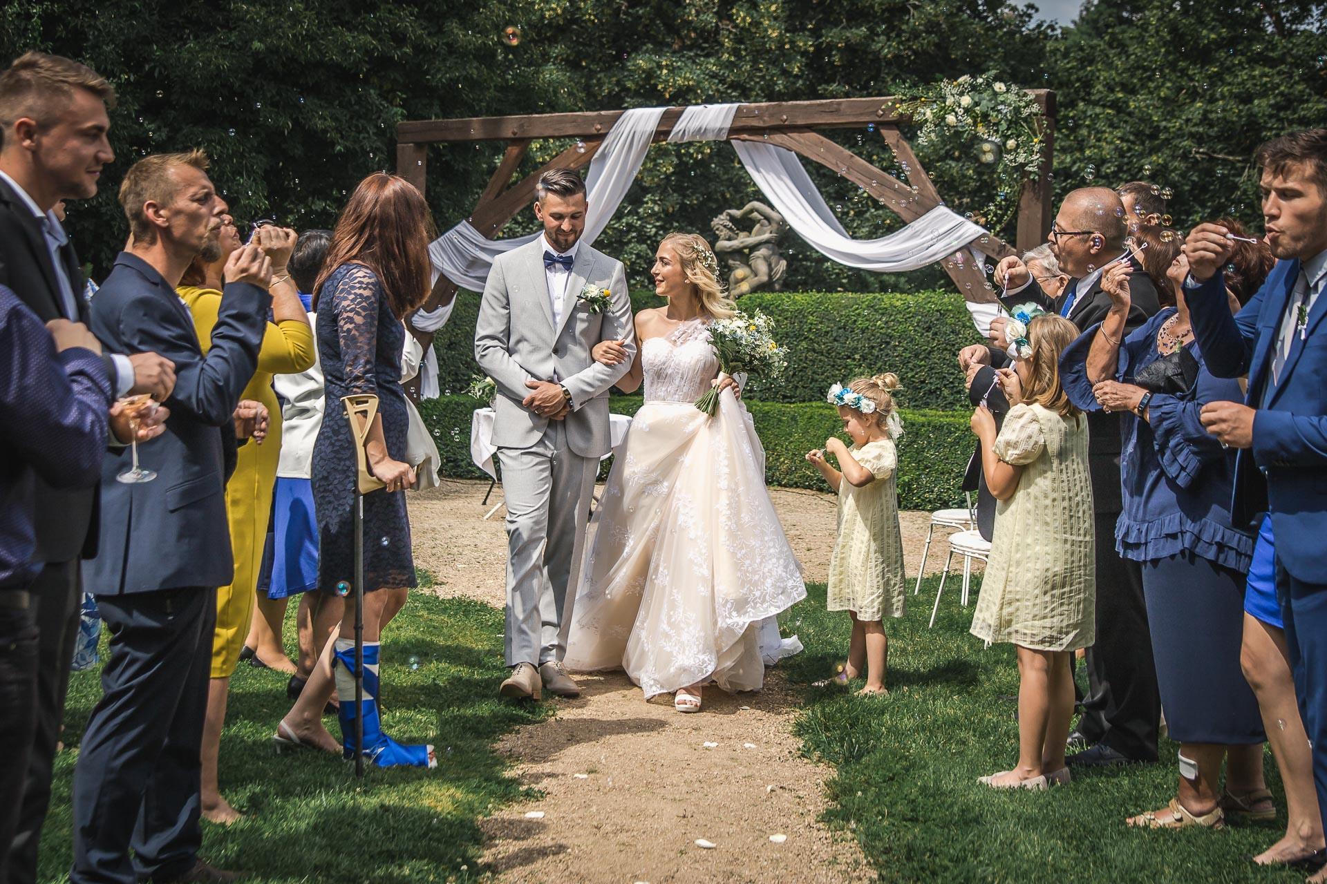 svatební-fotograf-zámek-Loučeň-svatební-video-zámek-Loučeň-3916