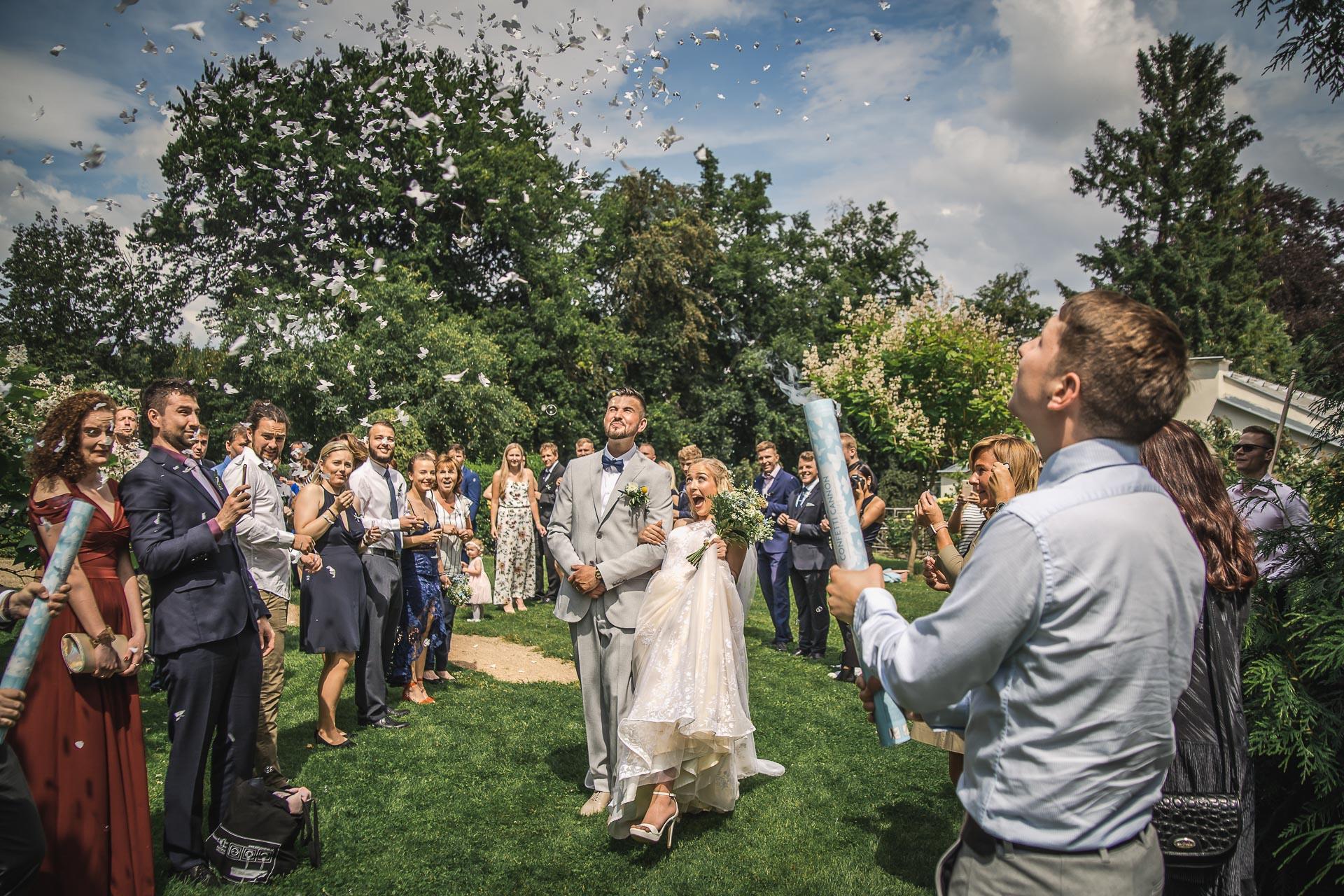 svatební-fotograf-zámek-Loučeň-svatební-video-zámek-Loučeň-3926