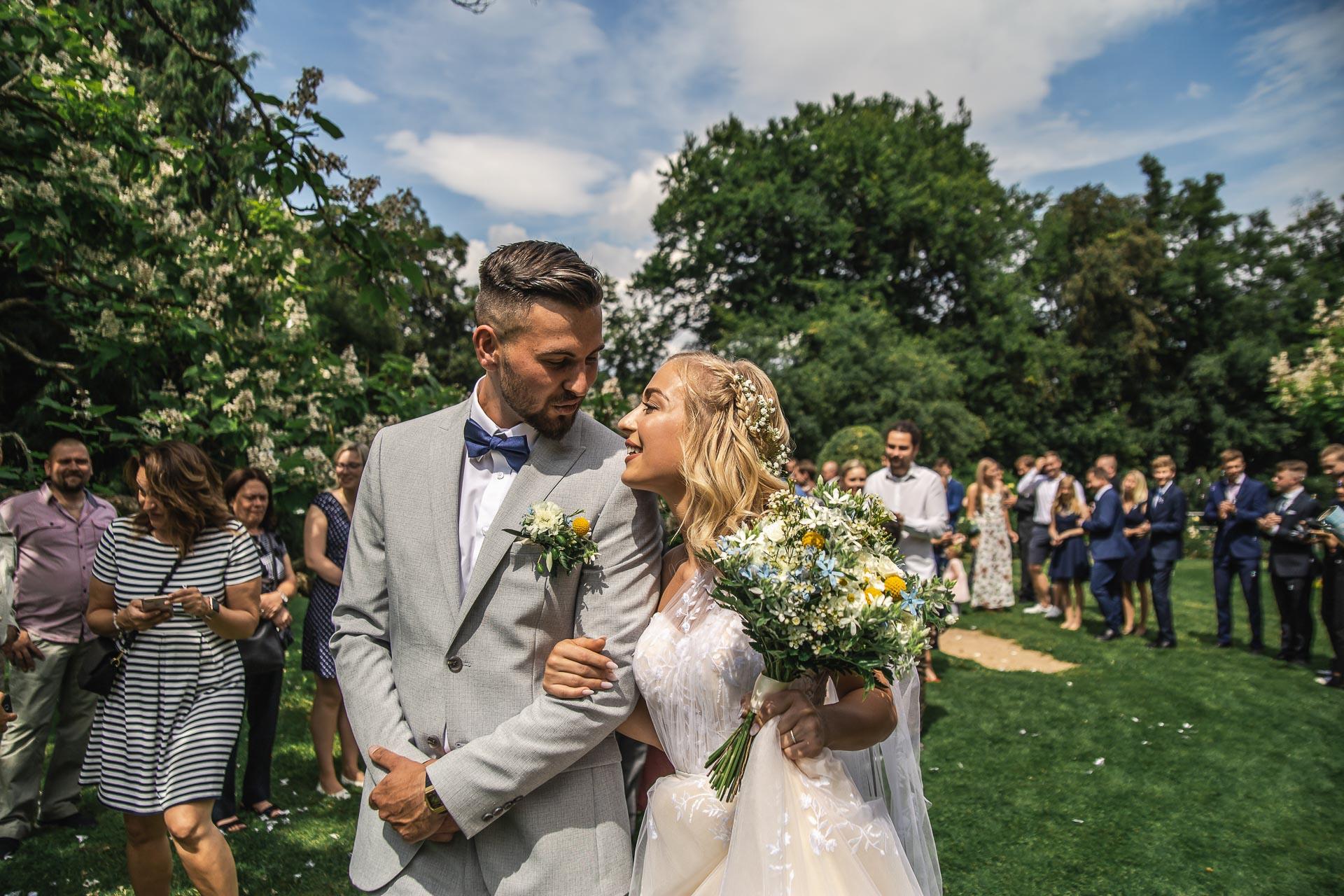 svatební-fotograf-zámek-Loučeň-svatební-video-zámek-Loučeň-3940