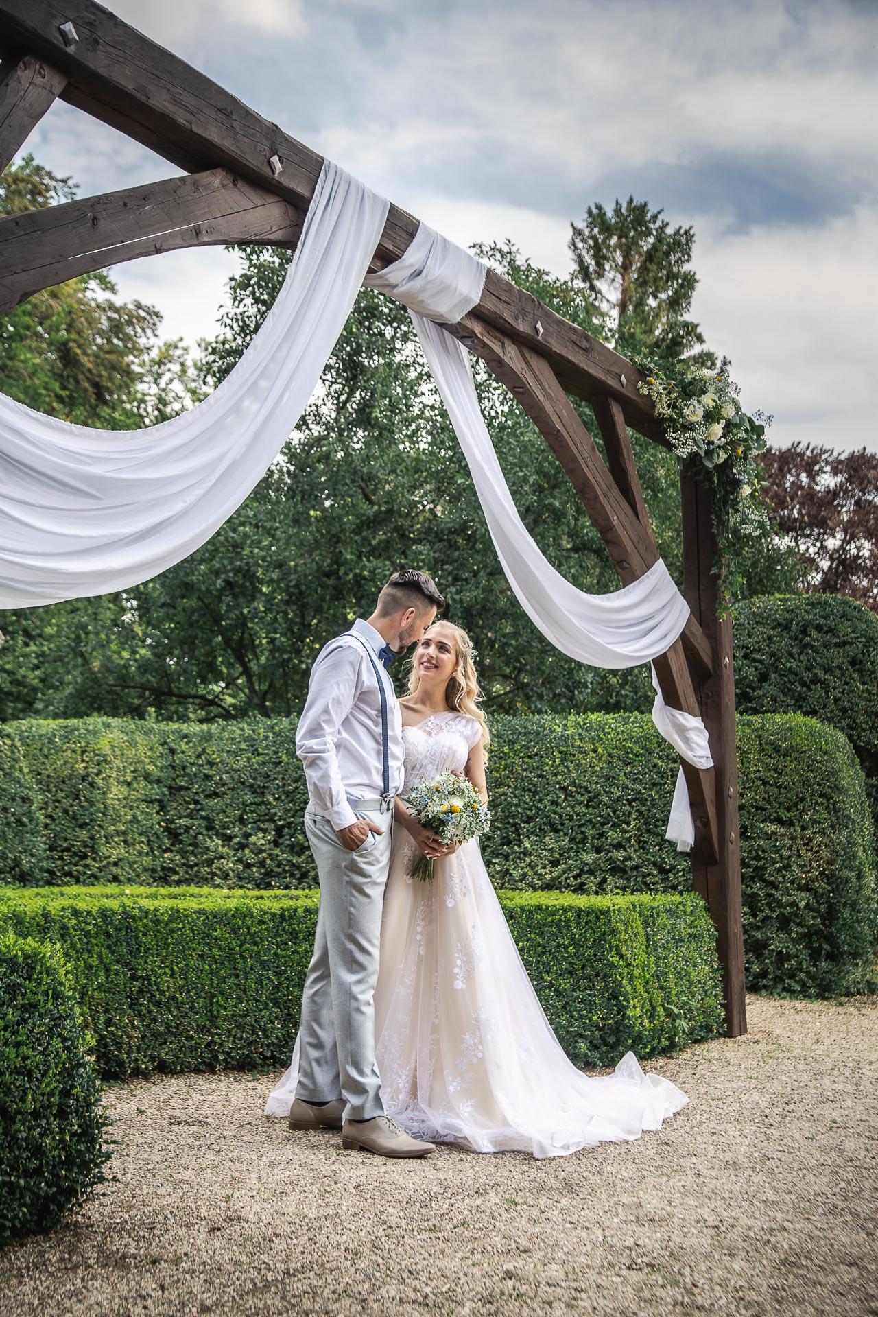 svatební-fotograf-zámek-Loučeň-svatební-video-zámek-Loučeň-4142