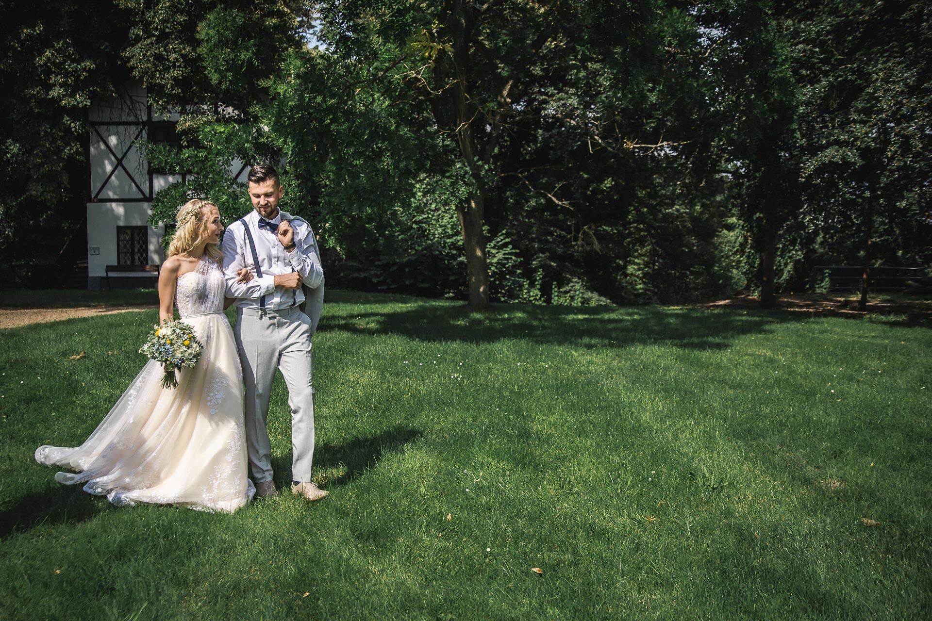 svatební-fotograf-zámek-Loučeň-svatební-video-zámek-Loučeň-4203