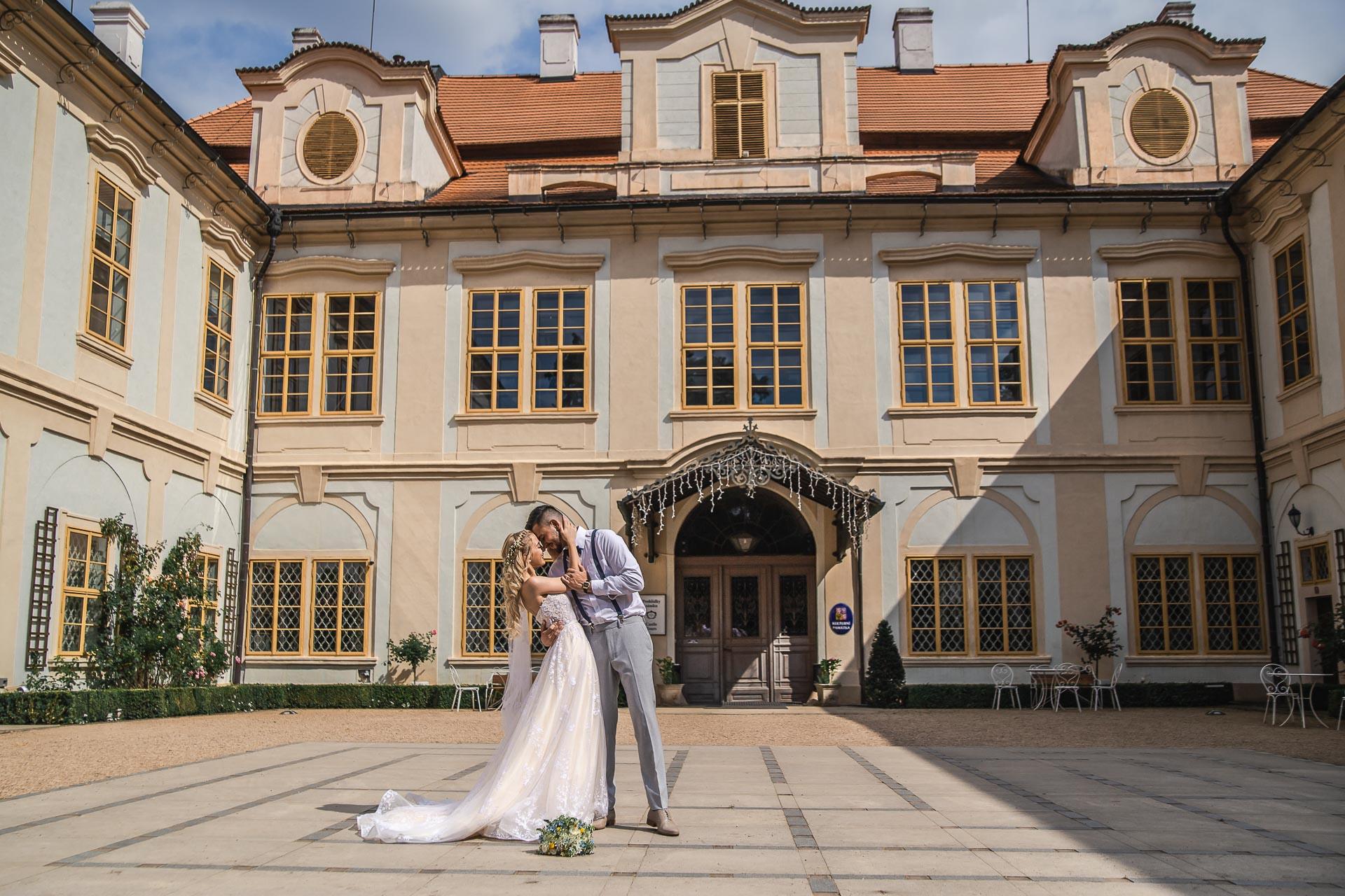 svatební-fotograf-zámek-Loučeň-svatební-video-zámek-Loučeň-4227