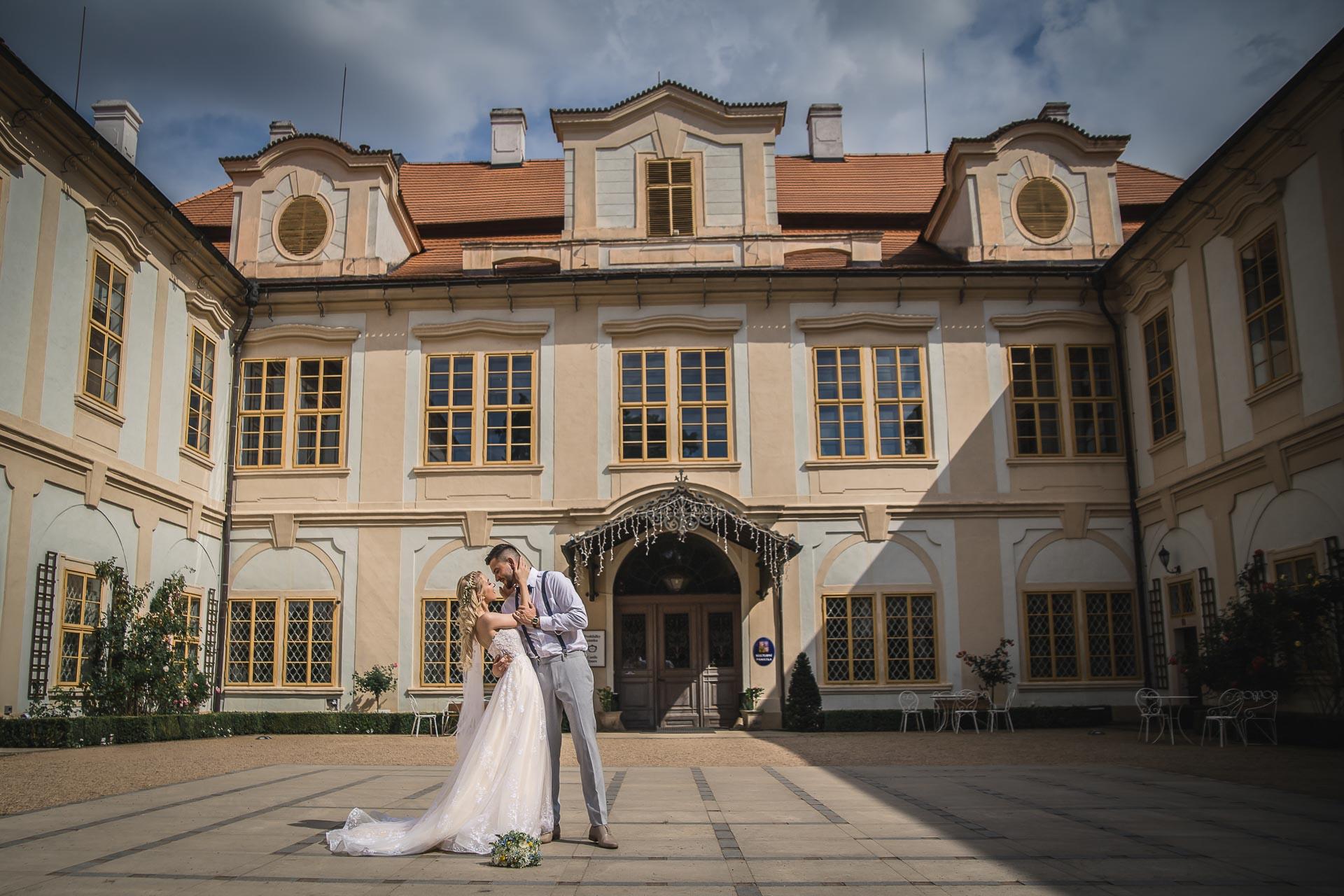 svatební-fotograf-zámek-Loučeň-svatební-video-zámek-Loučeň-4228