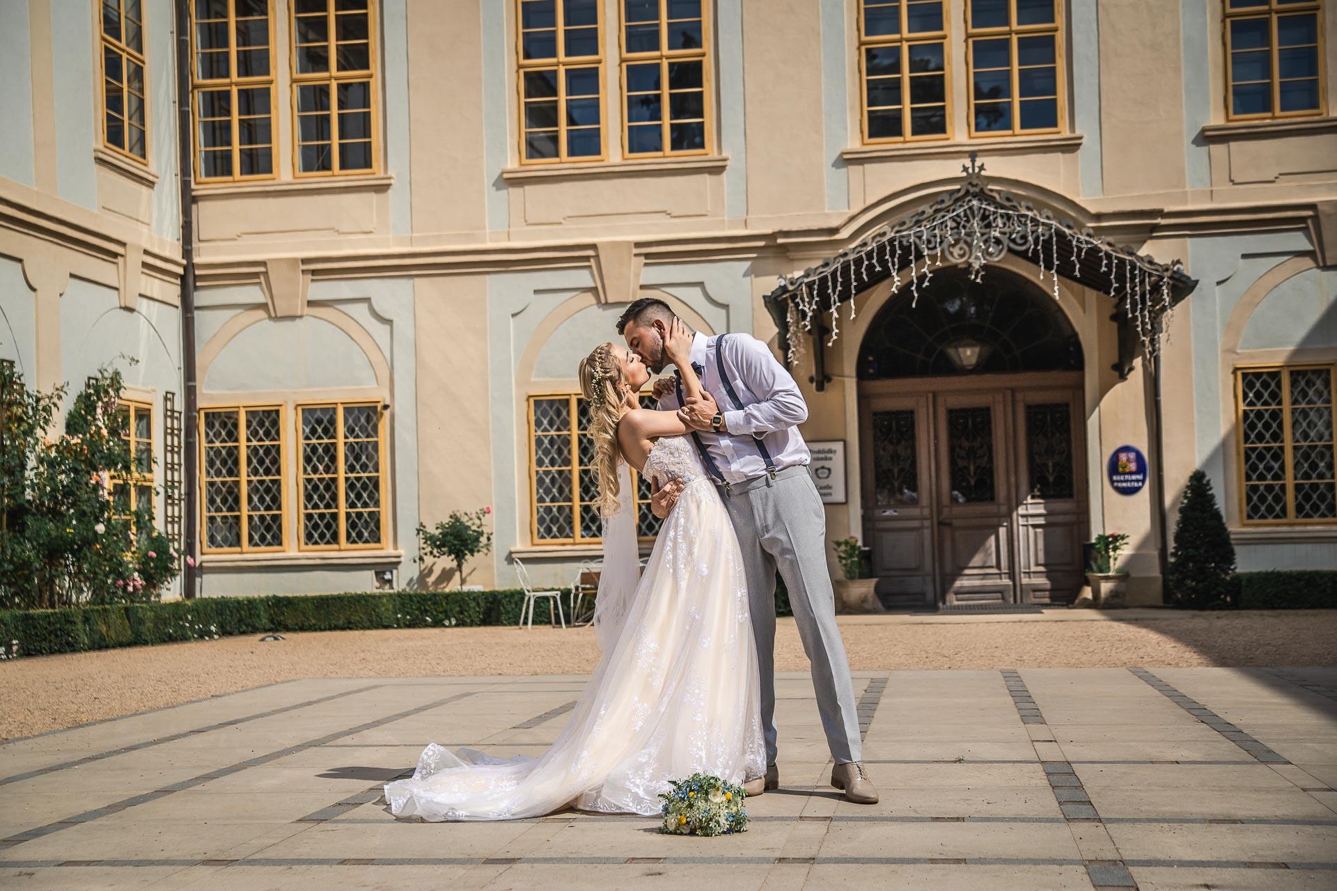 svatební-fotograf-zámek-Loučeň-svatební-video-zámek-Loučeň-4231