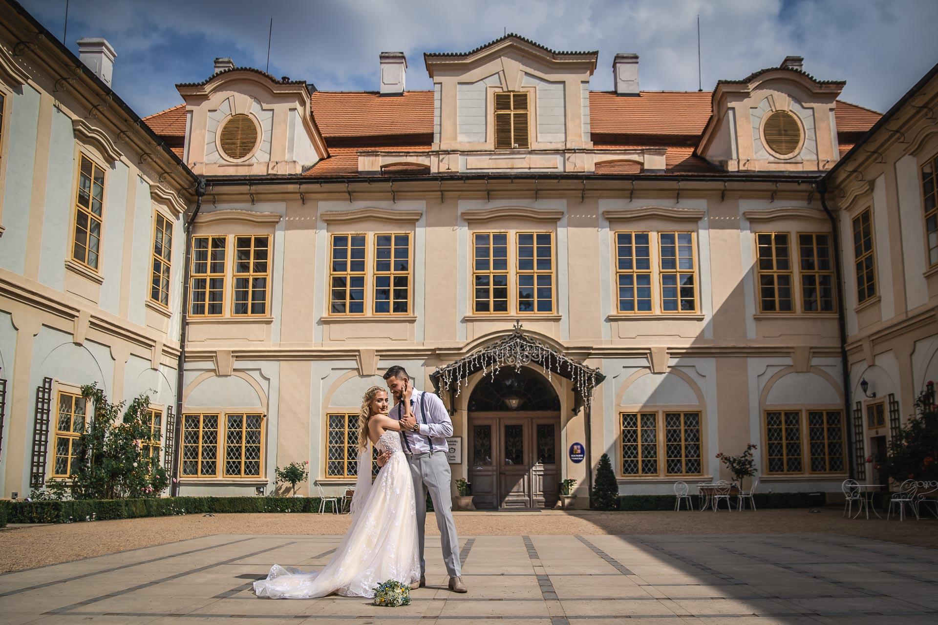 svatební-fotograf-zámek-Loučeň-svatební-video-zámek-Loučeň-4238