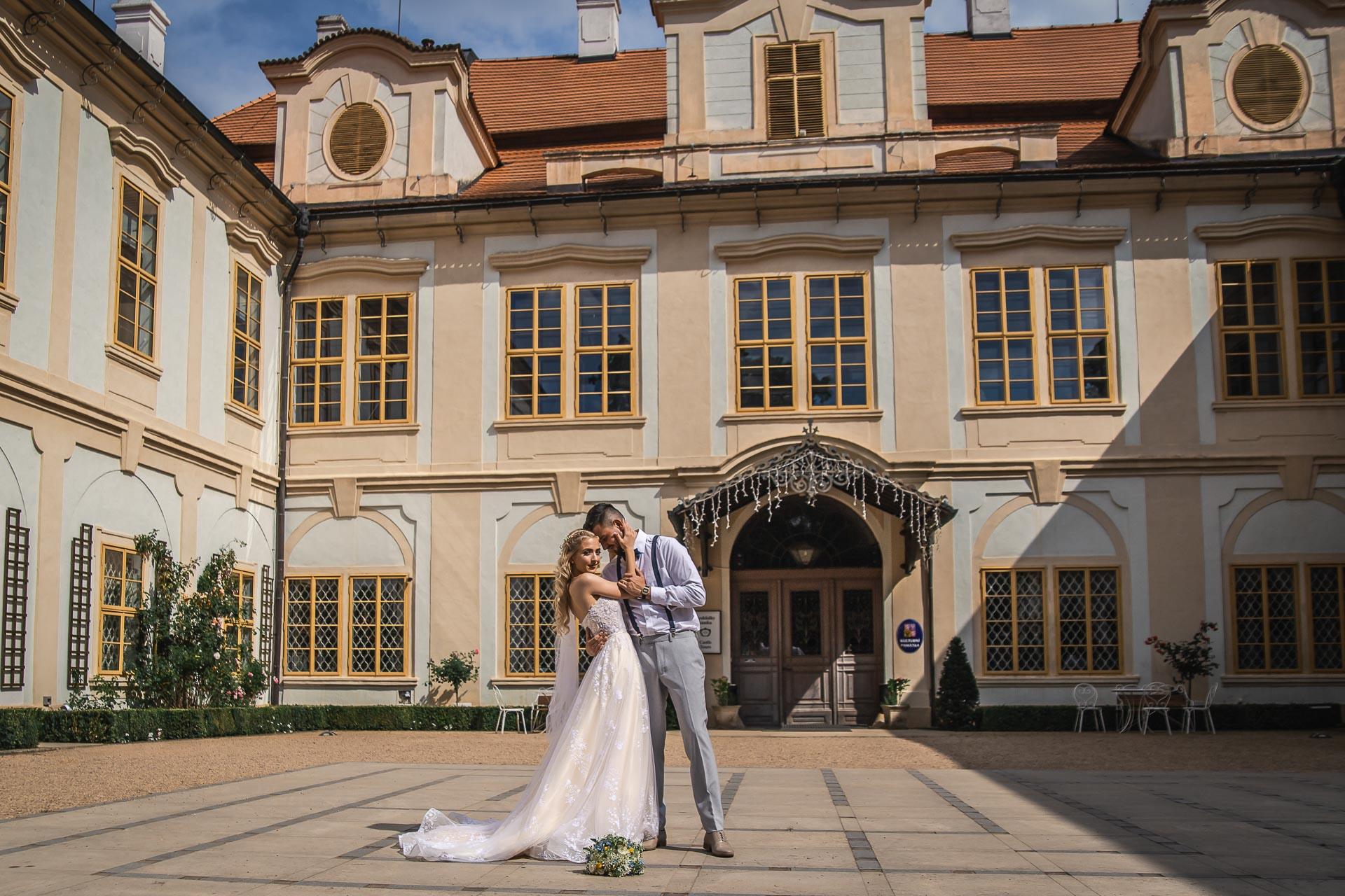 svatební-fotograf-zámek-Loučeň-svatební-video-zámek-Loučeň-4239