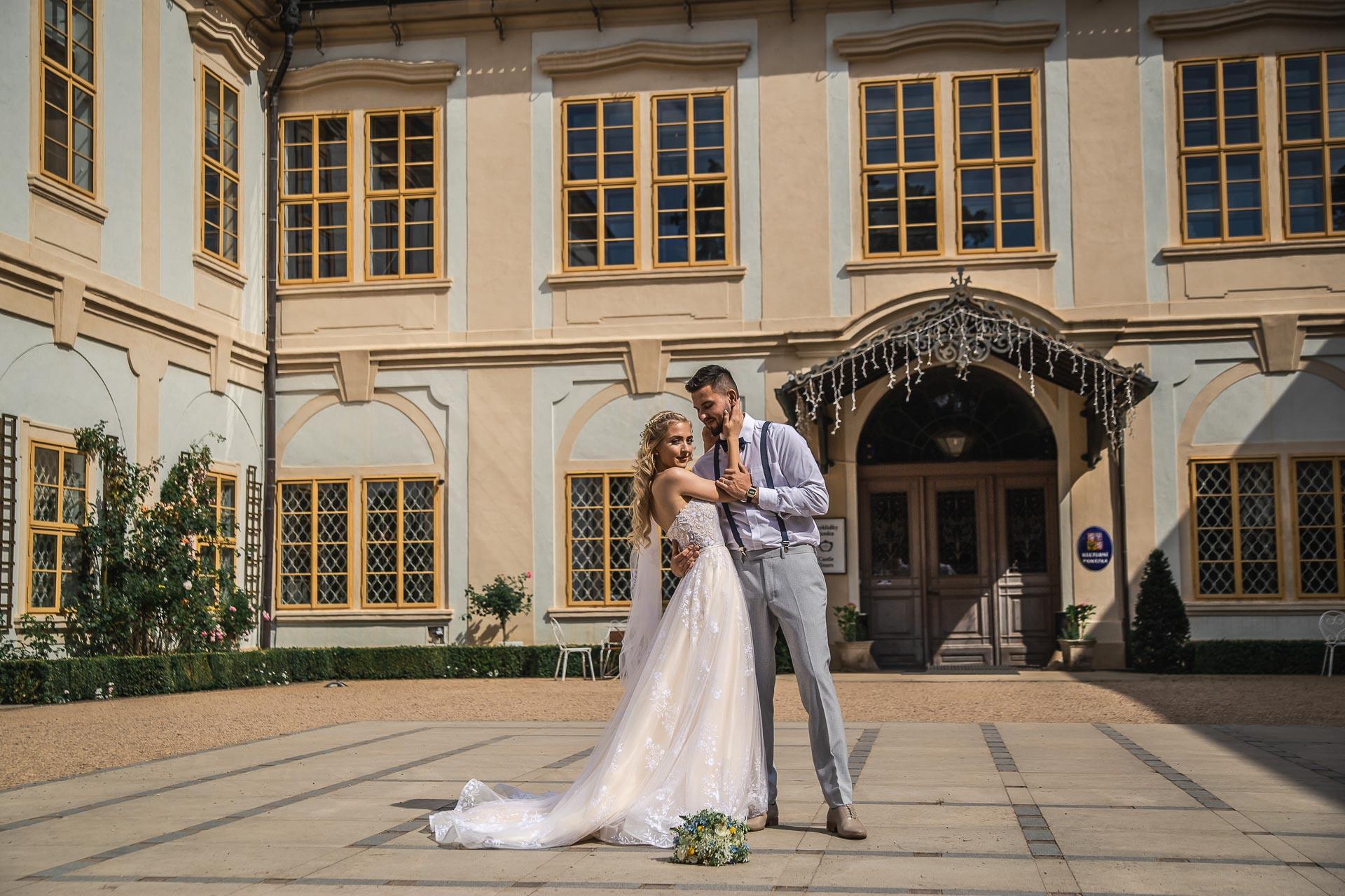 svatební-fotograf-zámek-Loučeň-svatební-video-zámek-Loučeň-4241