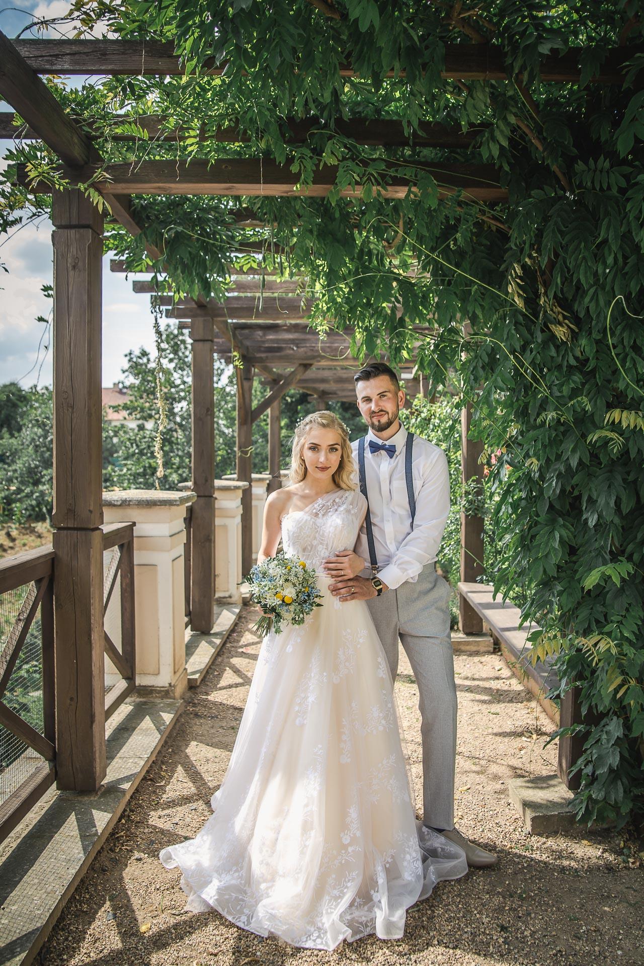 svatební-fotograf-zámek-Loučeň-svatební-video-zámek-Loučeň-4248