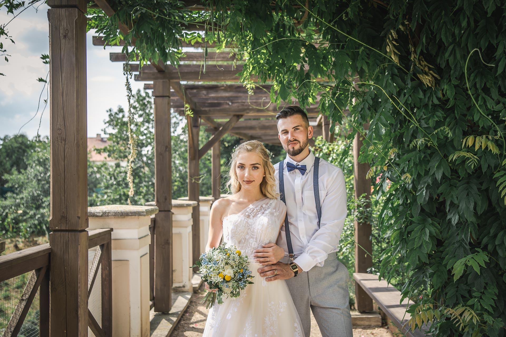 svatební-fotograf-zámek-Loučeň-svatební-video-zámek-Loučeň-4250