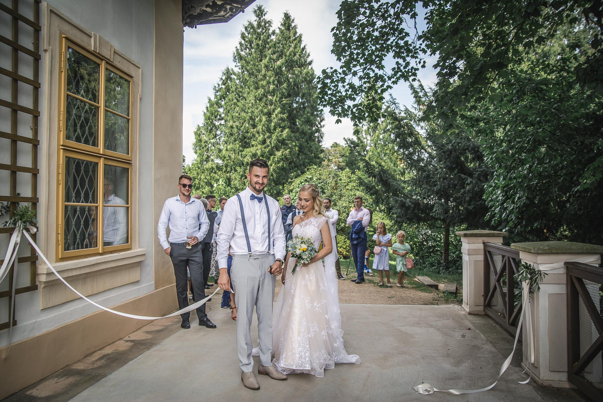 svatební-fotograf-zámek-Loučeň-svatební-video-zámek-Loučeň-4331