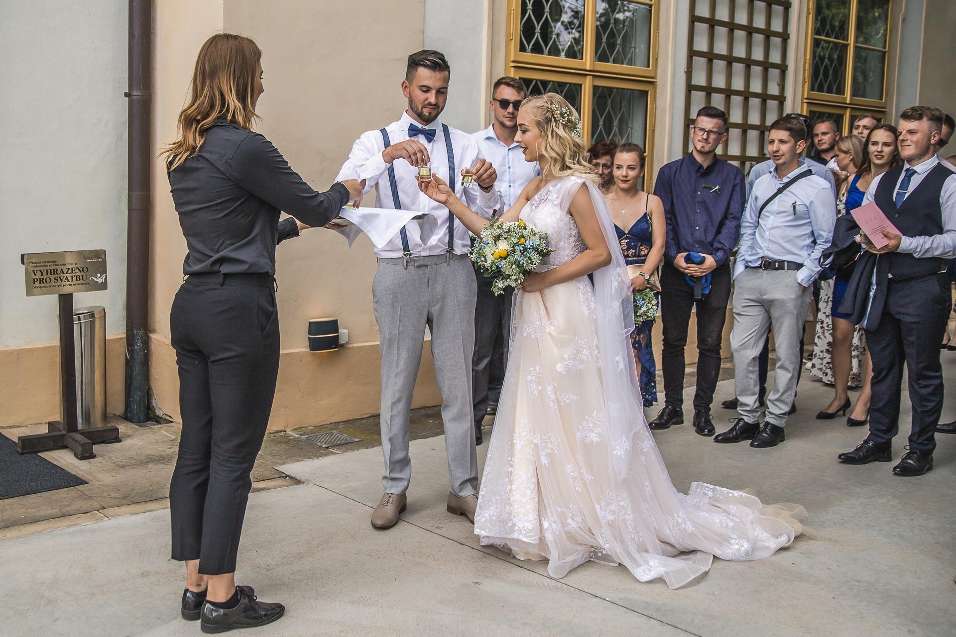 svatební-fotograf-zámek-Loučeň-svatební-video-zámek-Loučeň-4336