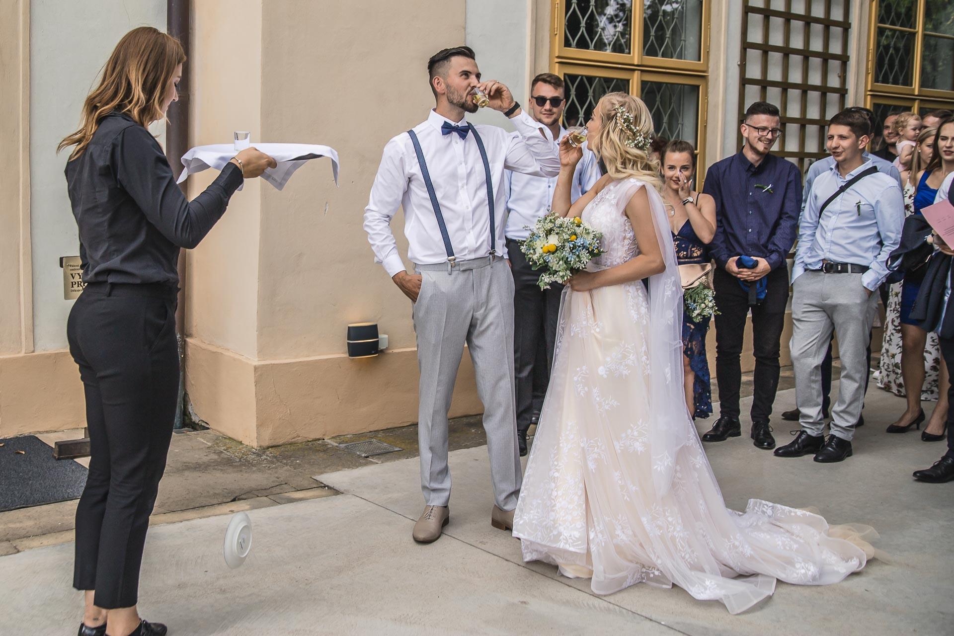 svatební-fotograf-zámek-Loučeň-svatební-video-zámek-Loučeň-4340