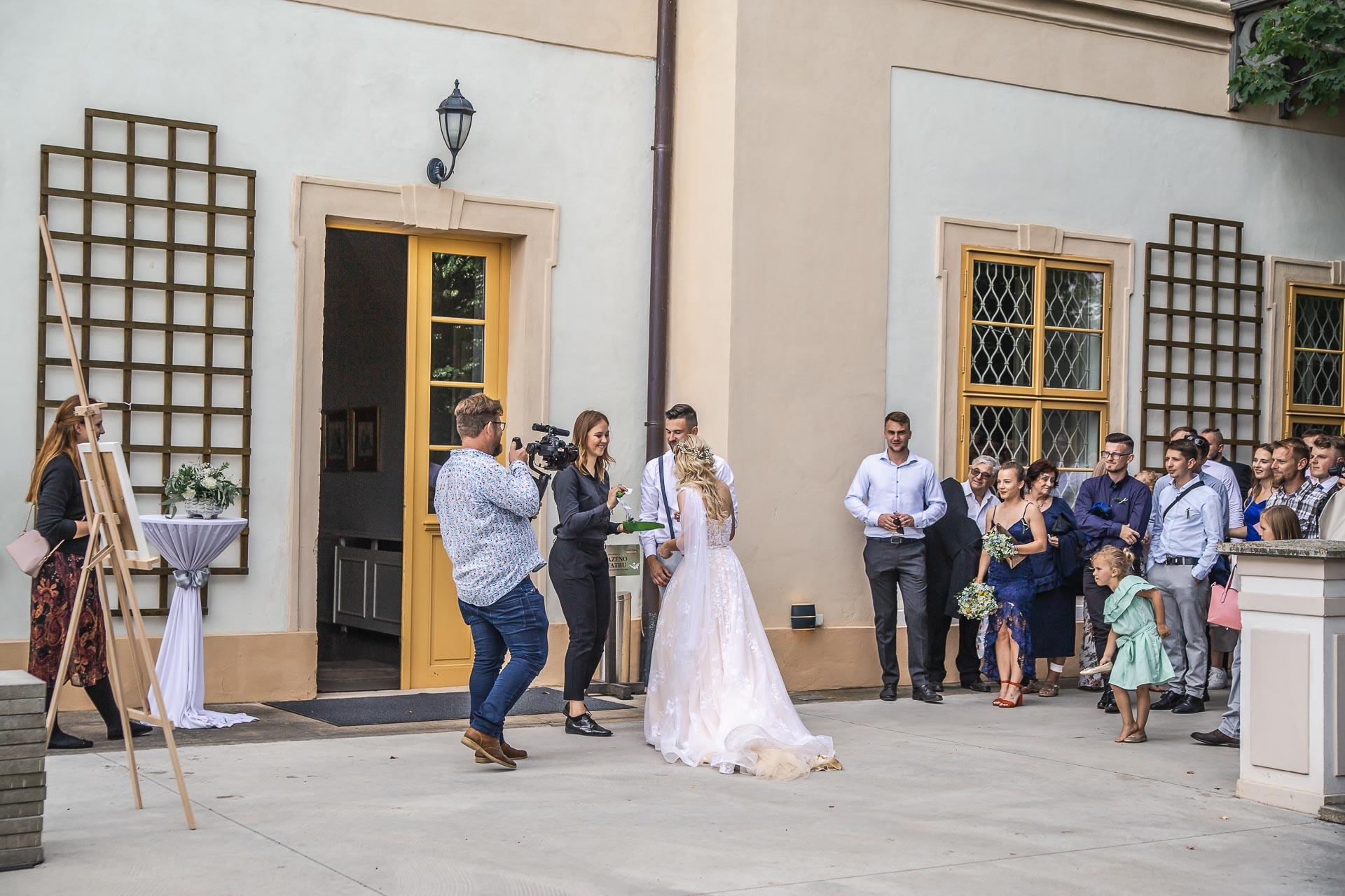 svatební-fotograf-zámek-Loučeň-svatební-video-zámek-Loučeň-4369