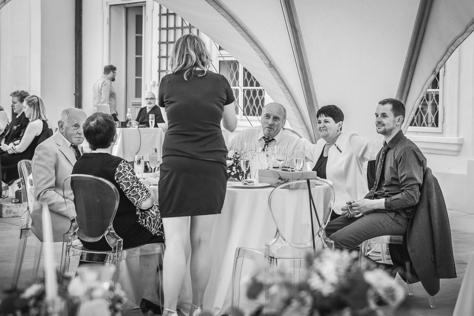 svatební-fotograf-zámek-Loučeň-svatební-video-zámek-Loučeň-4395