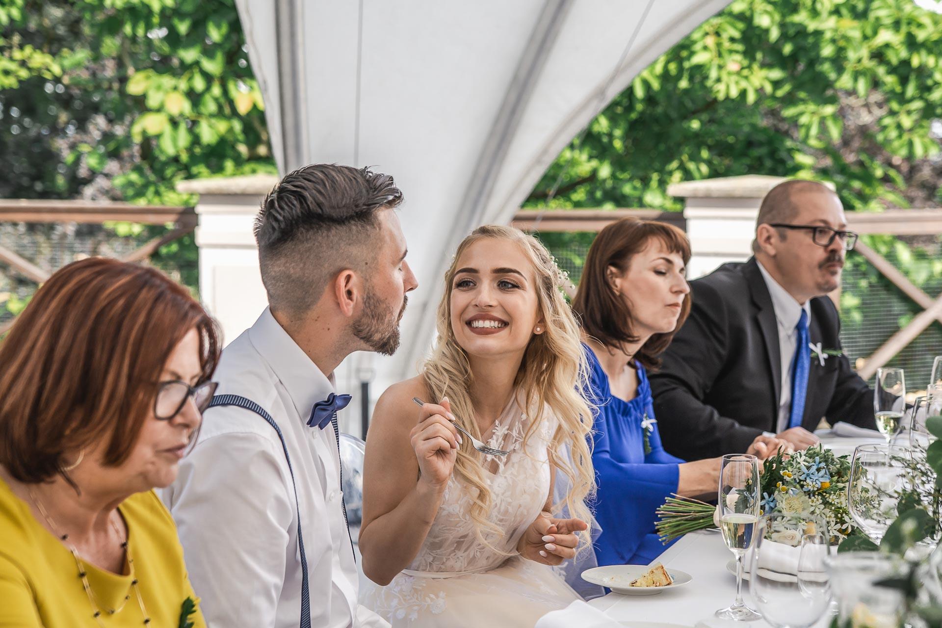svatební-fotograf-zámek-Loučeň-svatební-video-zámek-Loučeň-4447