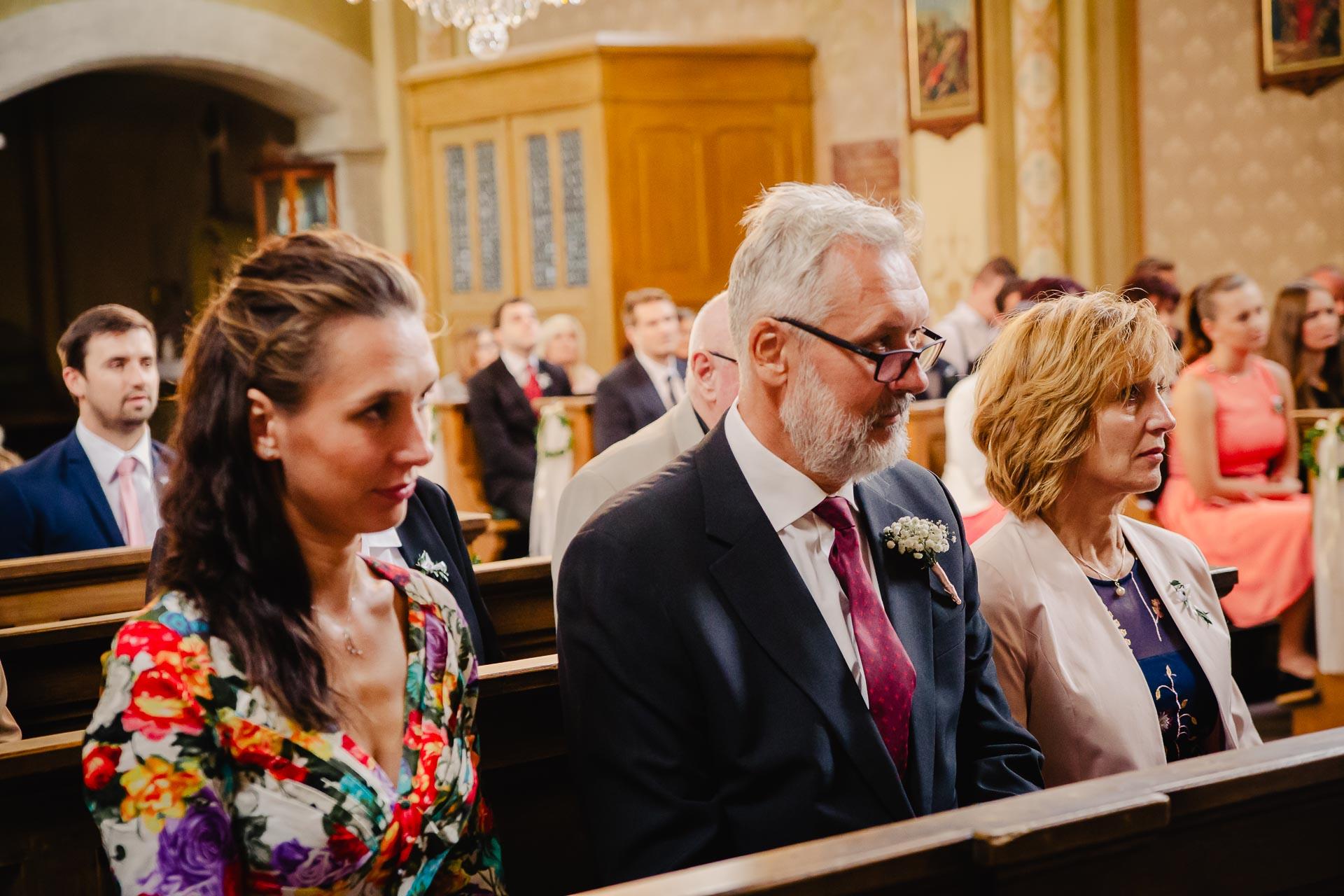 svatební fotograf Praha,svatba střední čechy, církevní obřad, svatba v kostele, nejhezčí svatební fotografie-2327