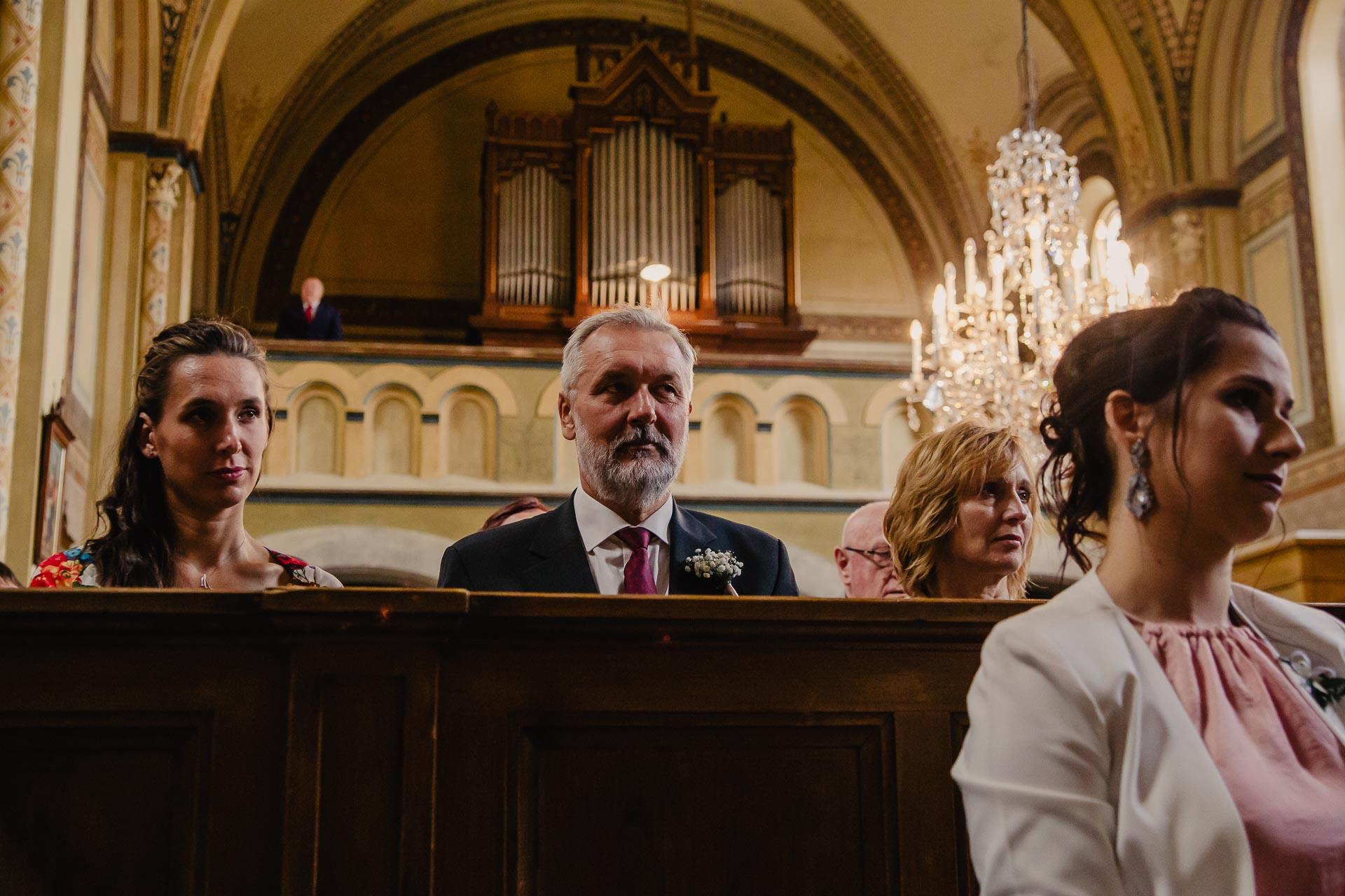 svatební fotograf Praha,svatba střední čechy, církevní obřad, svatba v kostele, nejhezčí svatební fotografie-2341