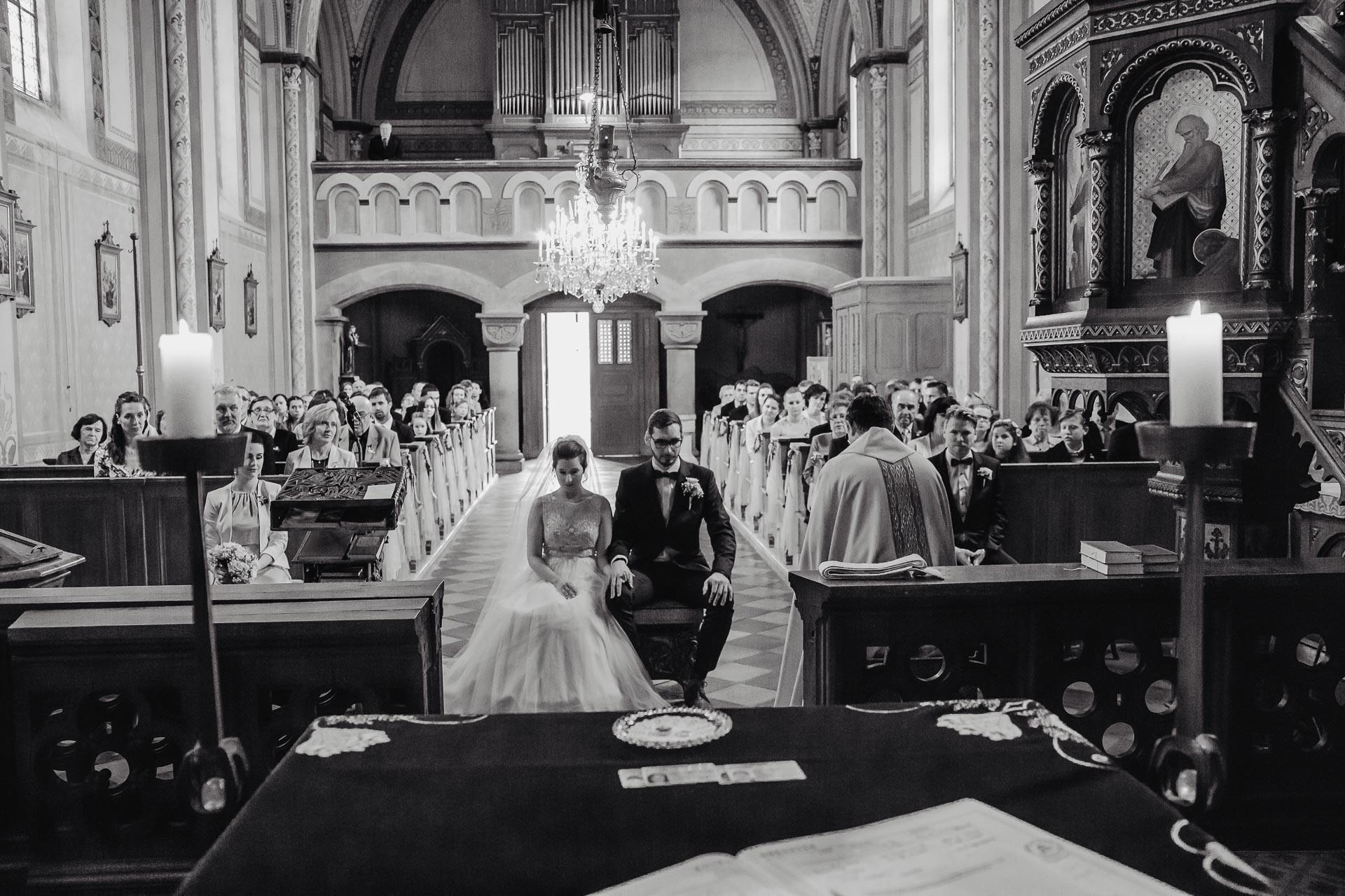 svatební fotograf Praha,svatba střední čechy, církevní obřad, svatba v kostele, nejhezčí svatební fotografie-2354