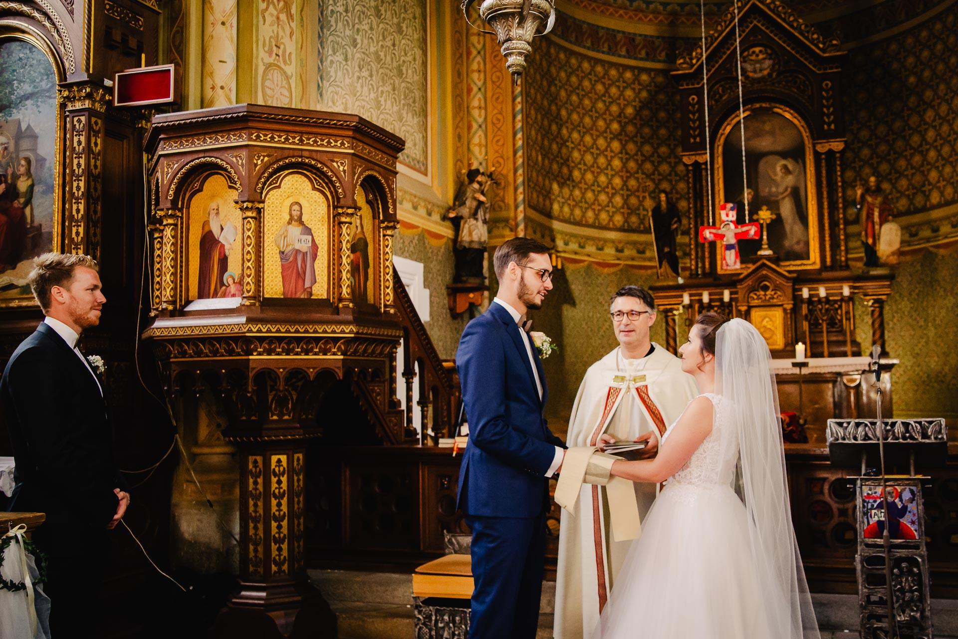 svatební fotograf Praha,svatba střední čechy, církevní obřad, svatba v kostele, nejhezčí svatební fotografie-2359
