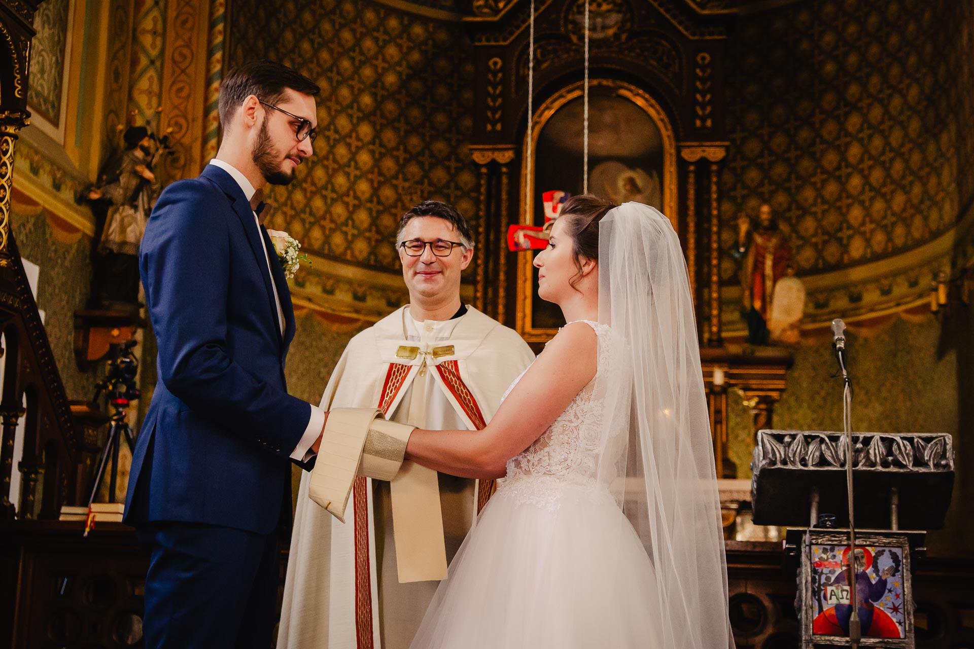 svatební fotograf Praha,svatba střední čechy, církevní obřad, svatba v kostele, nejhezčí svatební fotografie-2362