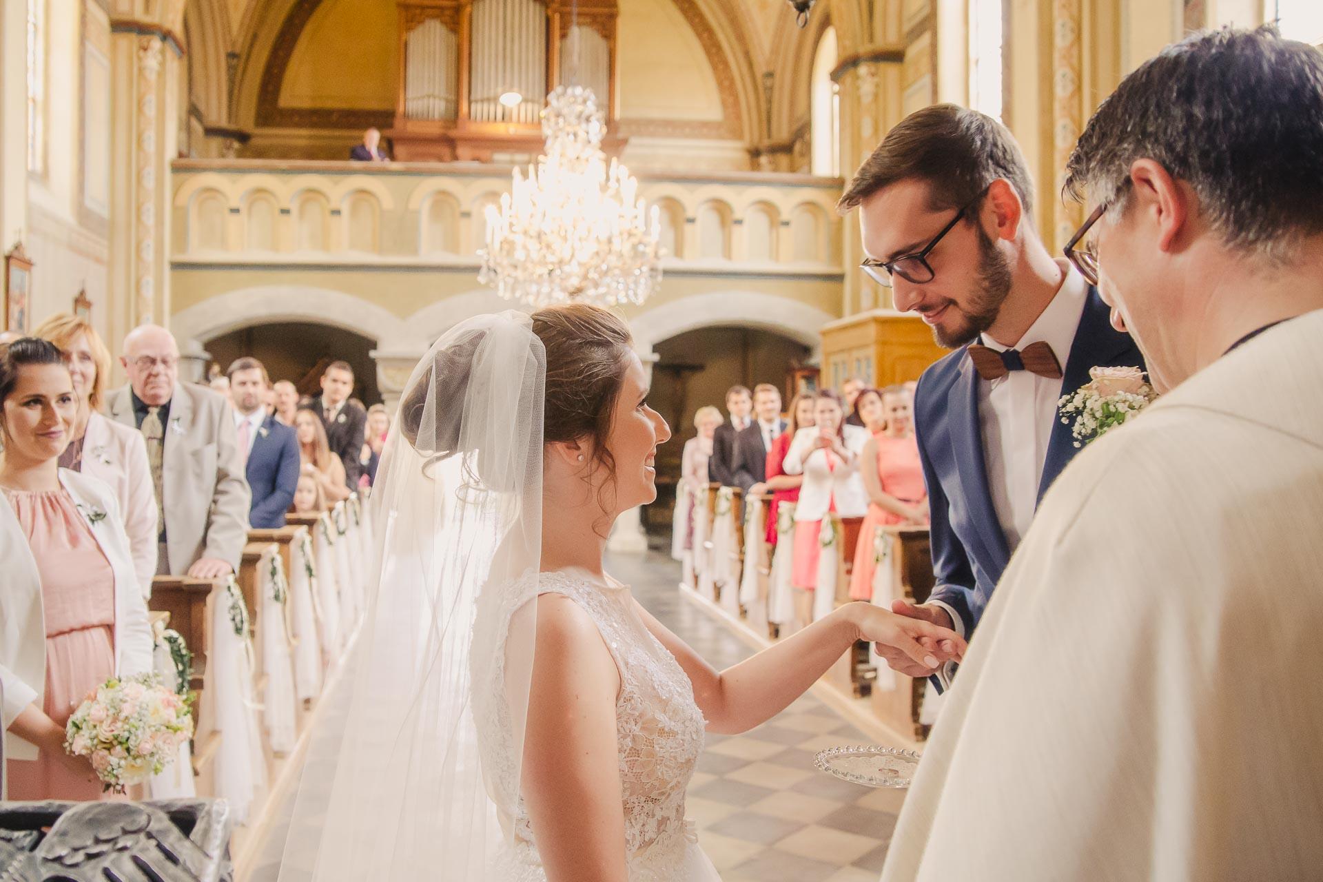 svatební fotograf Praha,svatba střední čechy, církevní obřad, svatba v kostele, nejhezčí svatební fotografie-2375