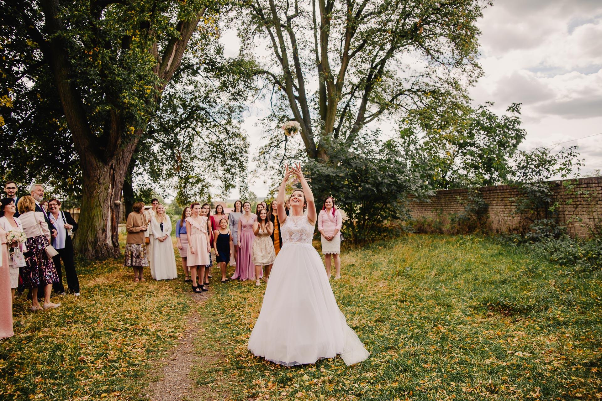 svatební fotograf Praha,svatba střední čechy, církevní obřad, svatba v kostele, nejhezčí svatební fotografie-2636