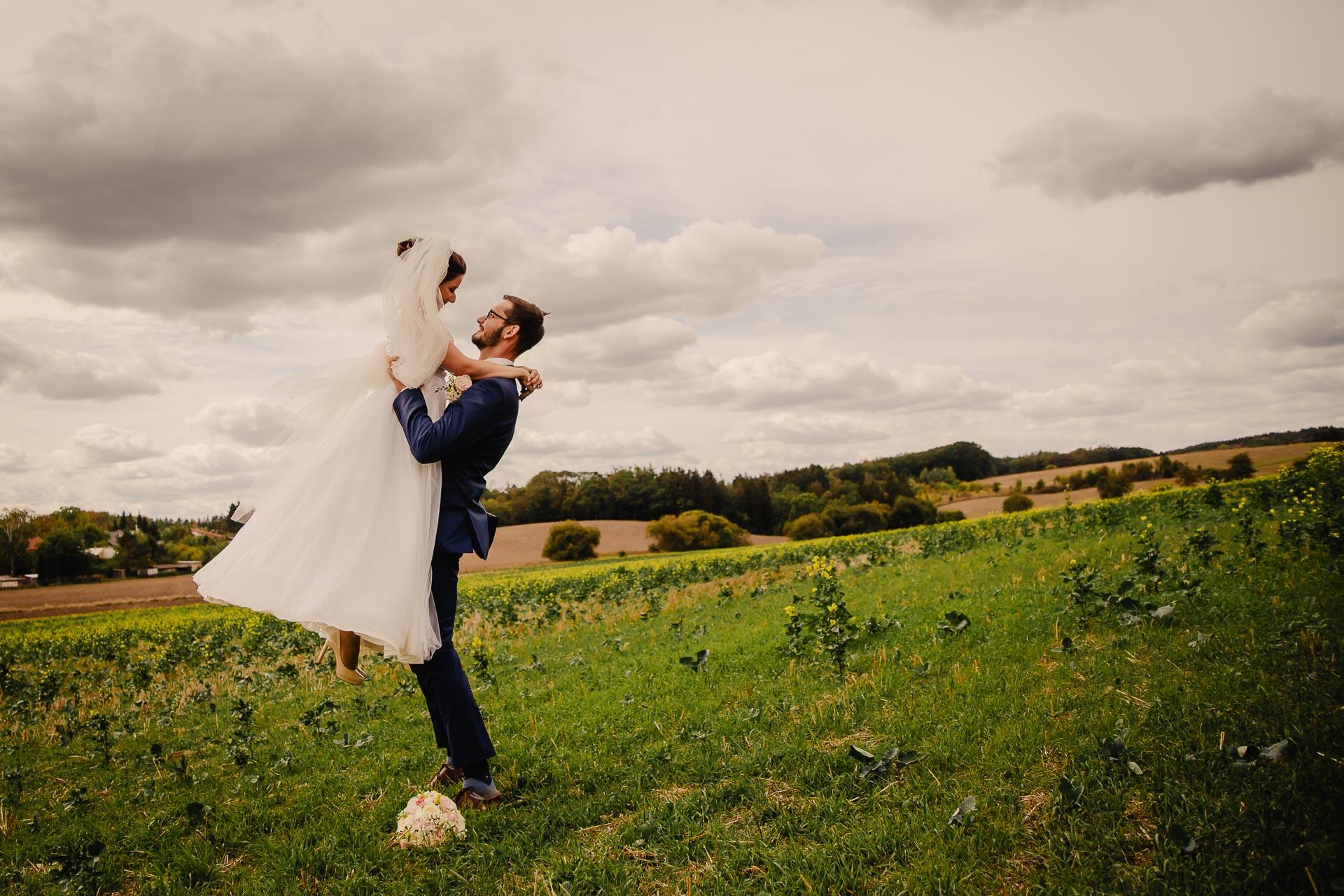 svatební fotograf Praha,svatba střední čechy, církevní obřad, svatba v kostele, nejhezčí svatební fotografie-2920