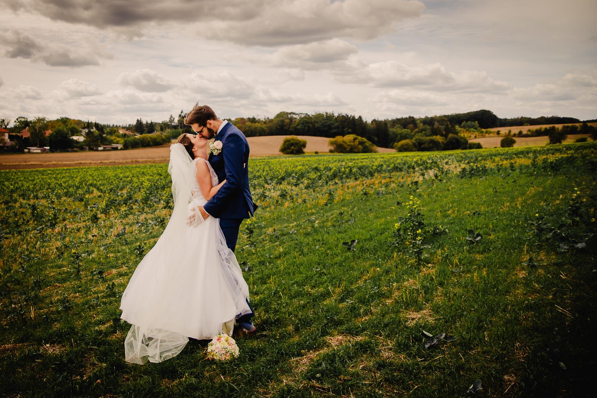 svatební fotograf Praha,svatba střední čechy, církevní obřad, svatba v kostele, nejhezčí svatební fotografie-2928