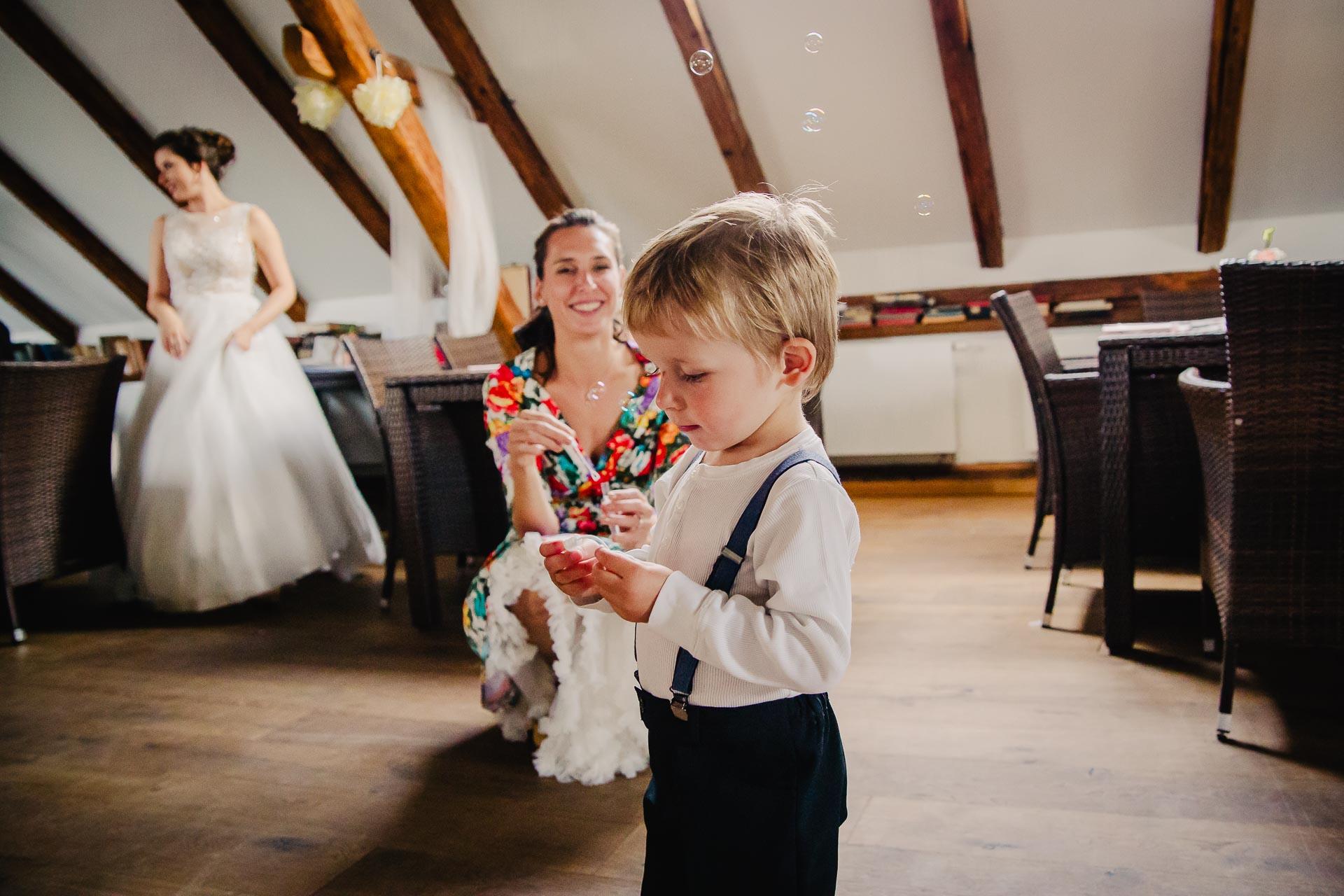 svatební fotograf Praha,svatba střední čechy, církevní obřad, svatba v kostele, nejhezčí svatební fotografie-3089